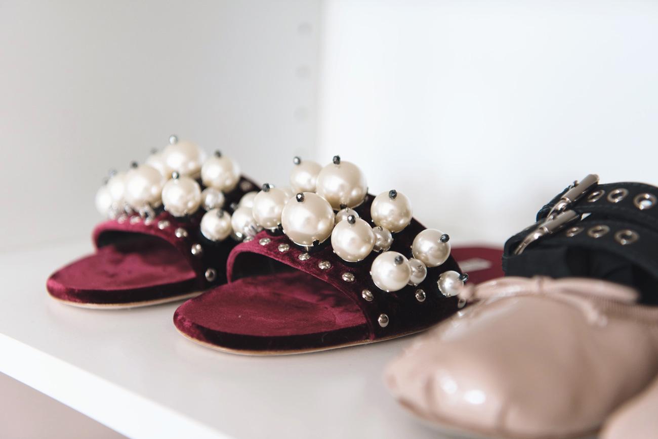 miu-miu-perlen-slipper-my-theresa-special-edition-pearl-flats-velvet-fashiioncarpet