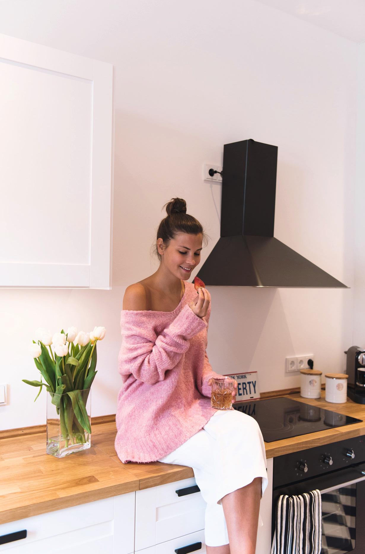 blogger-wohnung-münchen-einrichtung-minimalistische-küche-schwarz-weiß-nina-fashiioncarpet