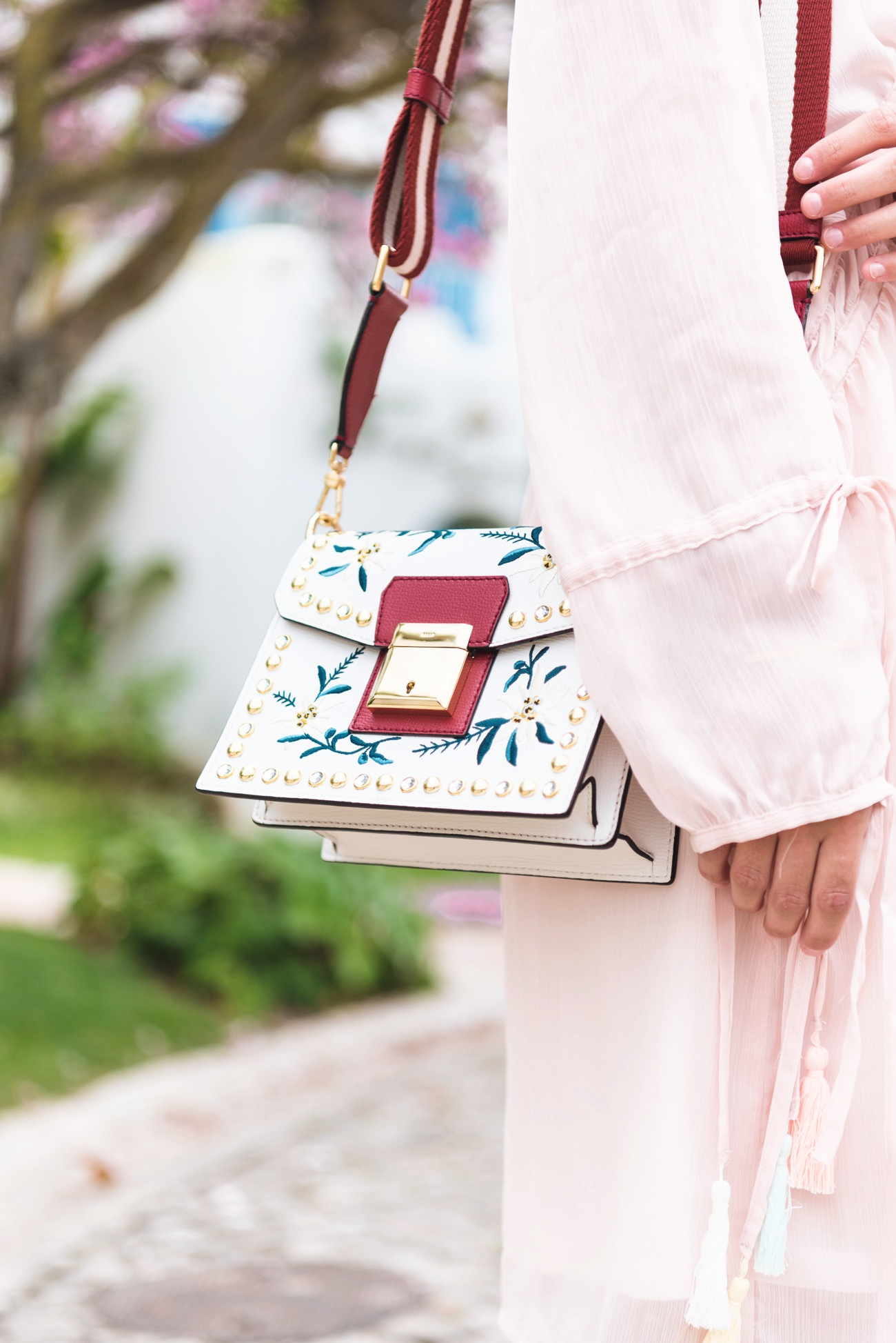 bally-Grimoire-Bag-white-red-ss-2017-collection-blogger-style-fashiioncarpet