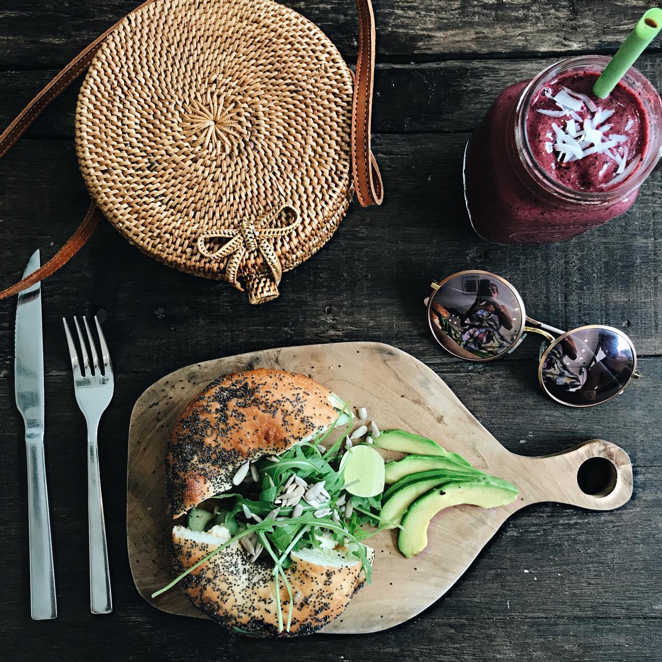 frühstücks-tipps-café-und-restaurants-canguu-seminyak-bali-blogger-fashiioncarpet