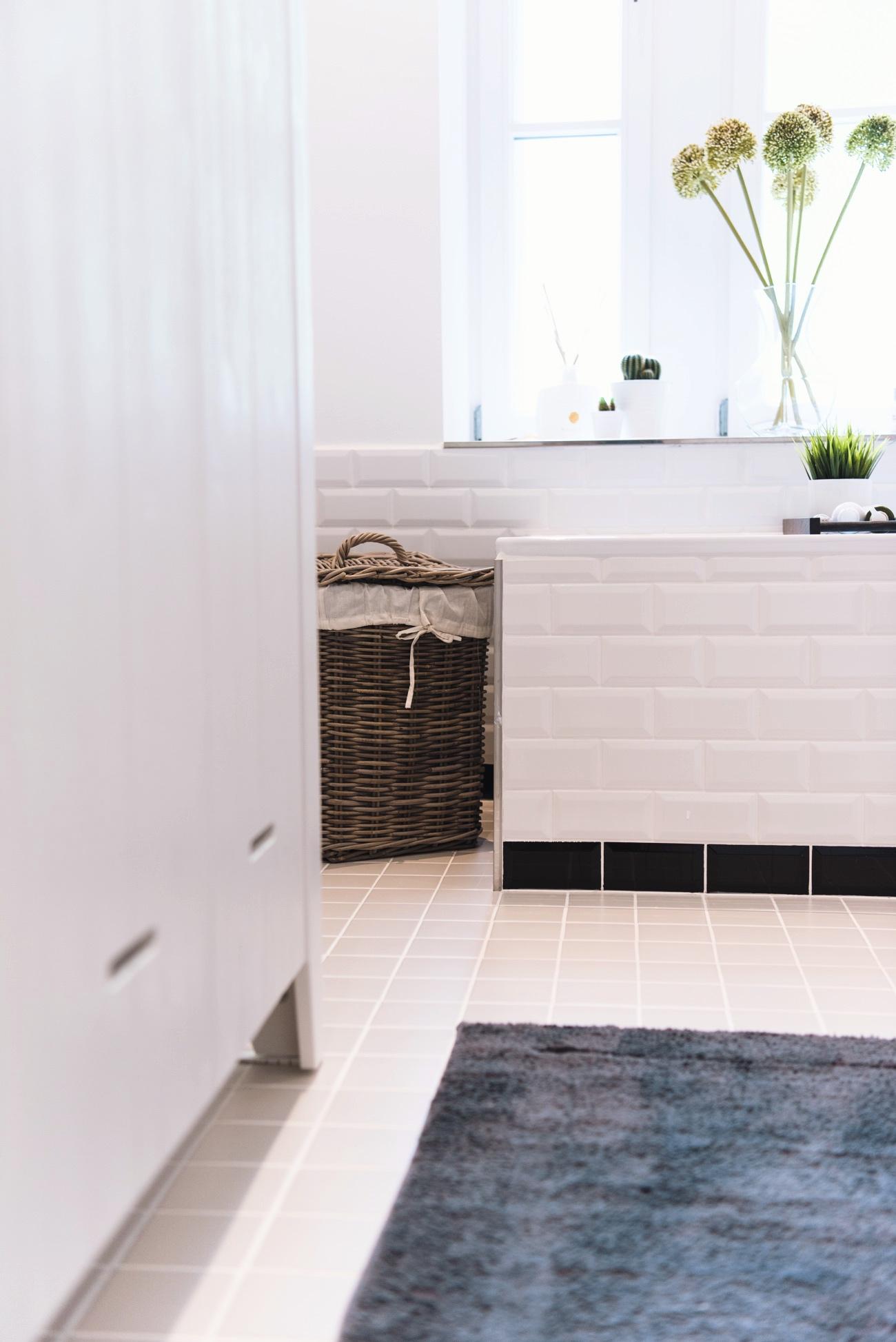 badewannenablage-dunkles-holz-wayfair-online-shop-nina-fashiioncarpet-wohnung
