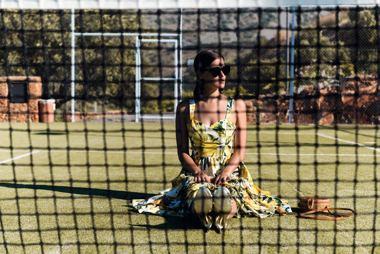 editorial-fashion-shooting-tennis-court-blogger-fotoshooting-fashiioncarpet