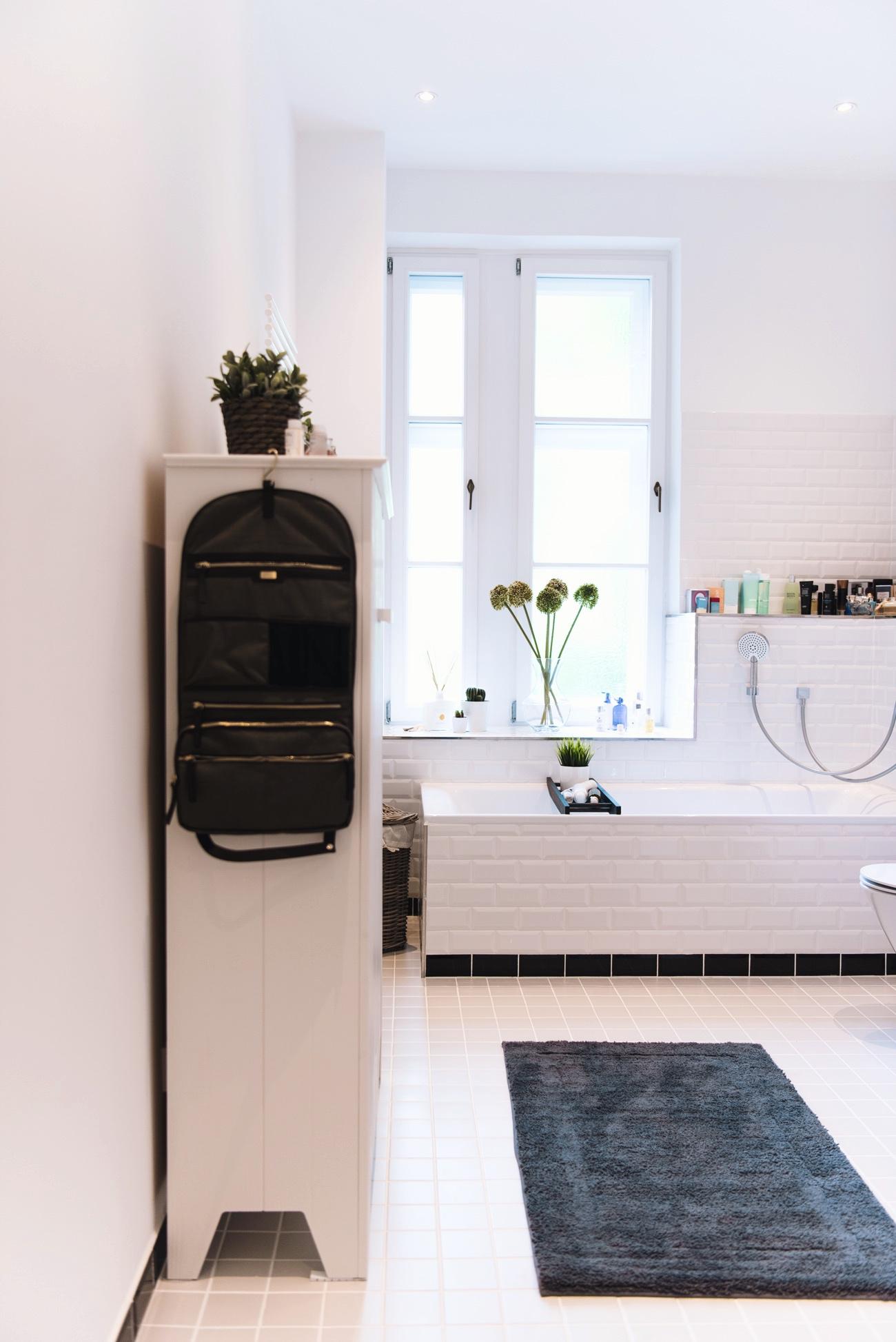 Dekorations-ideen-parfüm-badezimmer-düfte-dekorieren-blogger-wohnung-mümnchen-altbau-nina-fashiioncarpet