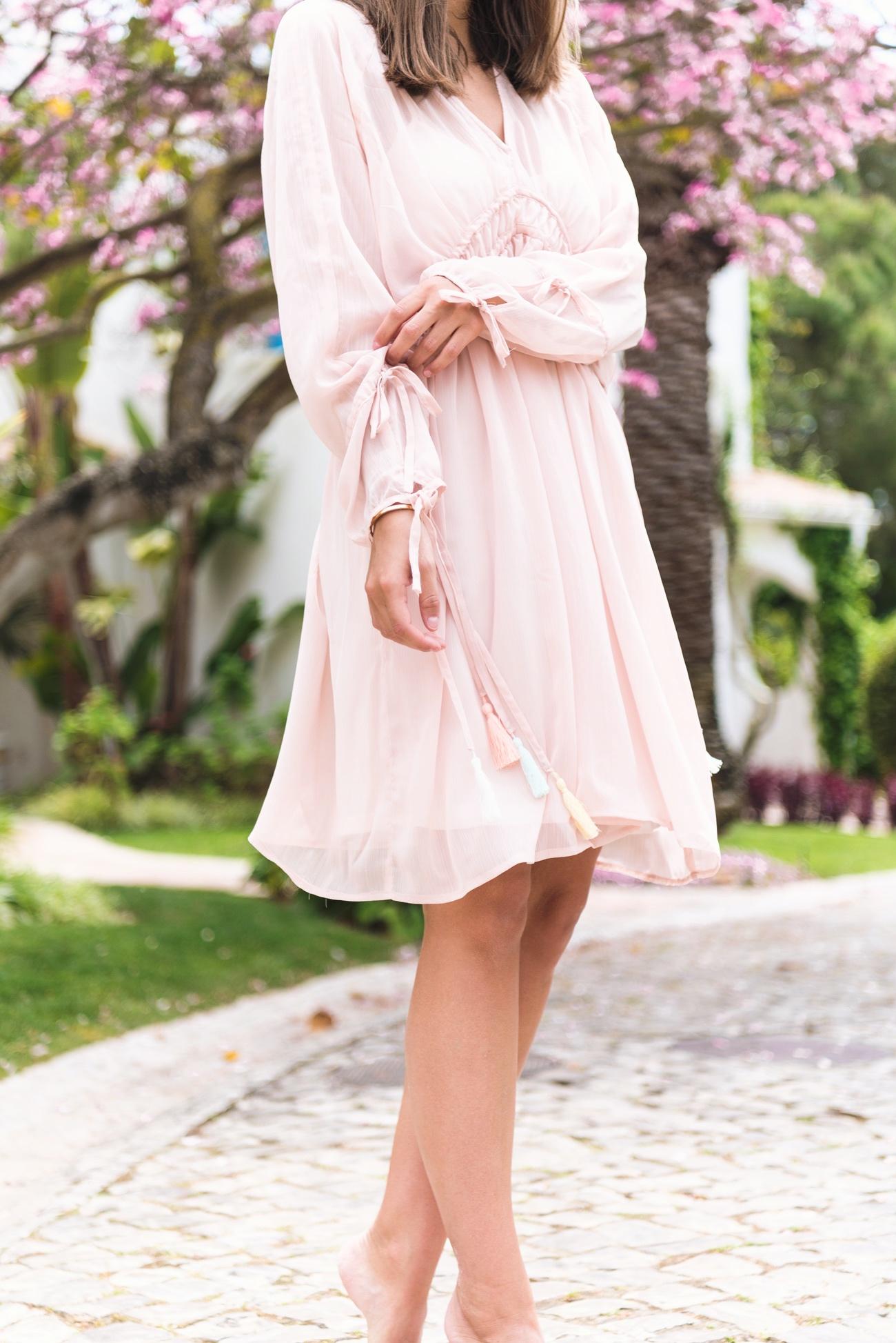 rosa-sommer-kleid-chiffon-edited-chloé-look-alike-sommerkleid-fashiioncarpet