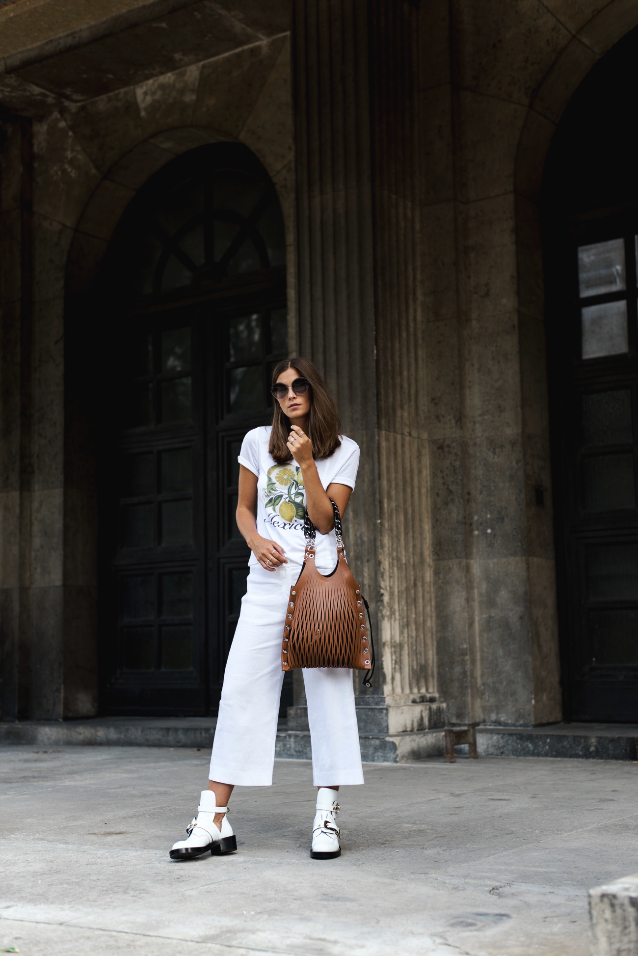 all-white-look-sommer-outfit-weiß-culotte-hose-mode-trend-2017-fashiioncarpet
