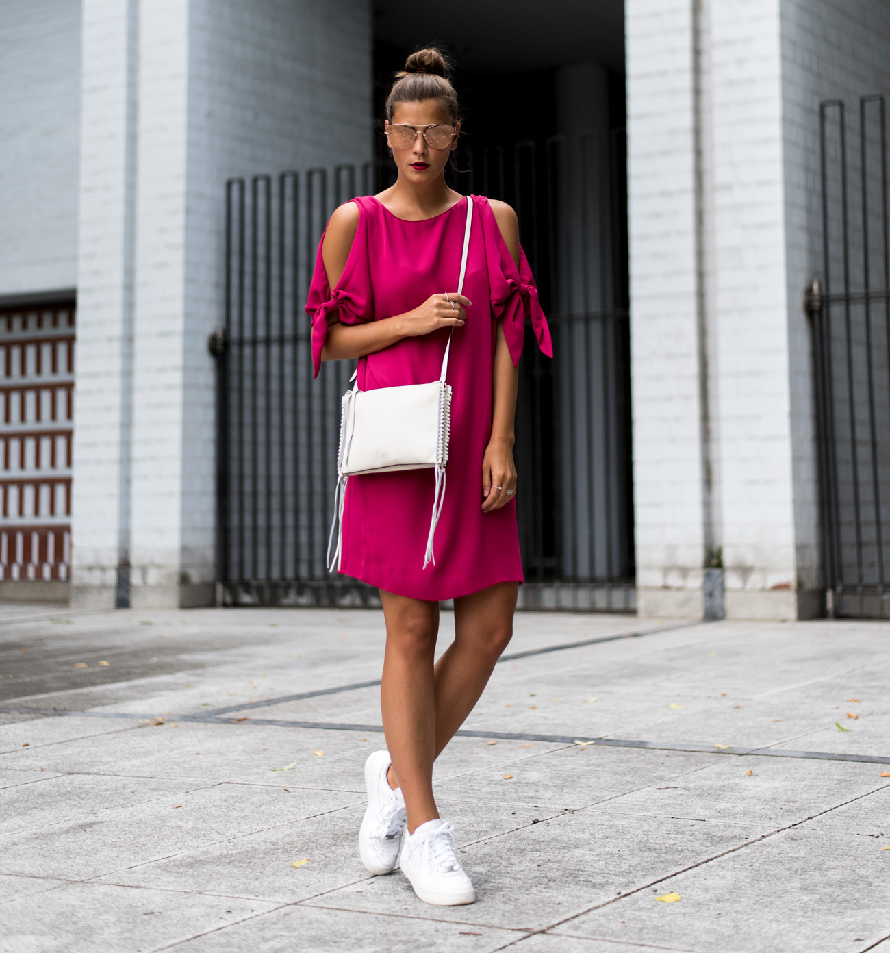 outfit: pinkes cocktailklein mit cut outs und