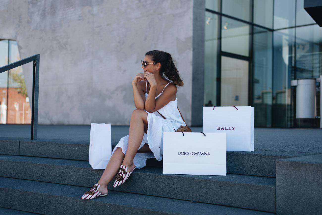 outletcity-metzingen-wochenend-trip-shoppen-designer-läden-dolce-&-gabbana-jimmy-choo-fashiioncarpet