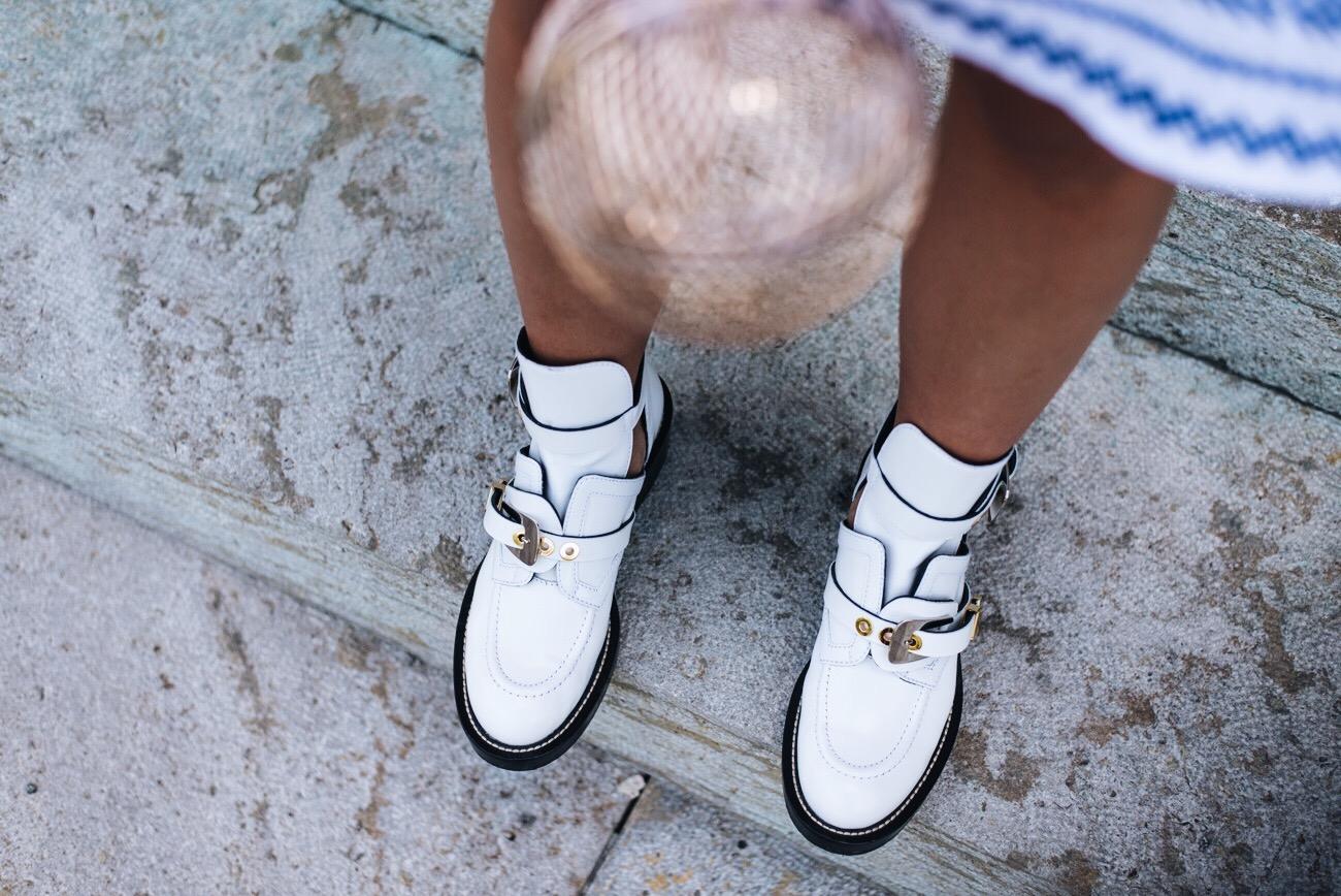 balenciaga-Leder-Boots-Ceinture-mit-Cut-outs-weiß-biker-boots-blogger-fashiioncarpet.jpg