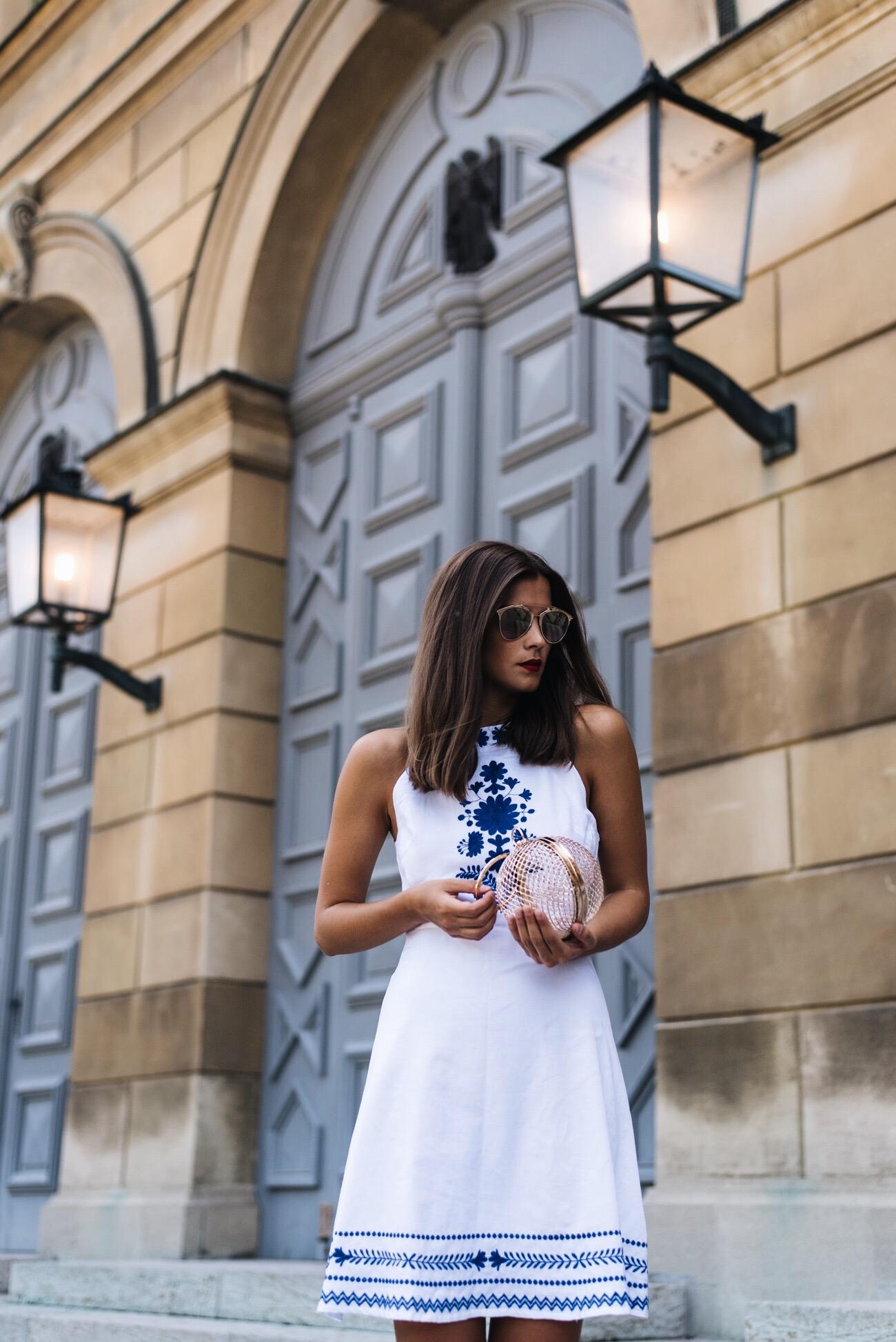 weißes-sommer-kleid-mit-stickereien-summer-dress-fashiioncarpet.jpg