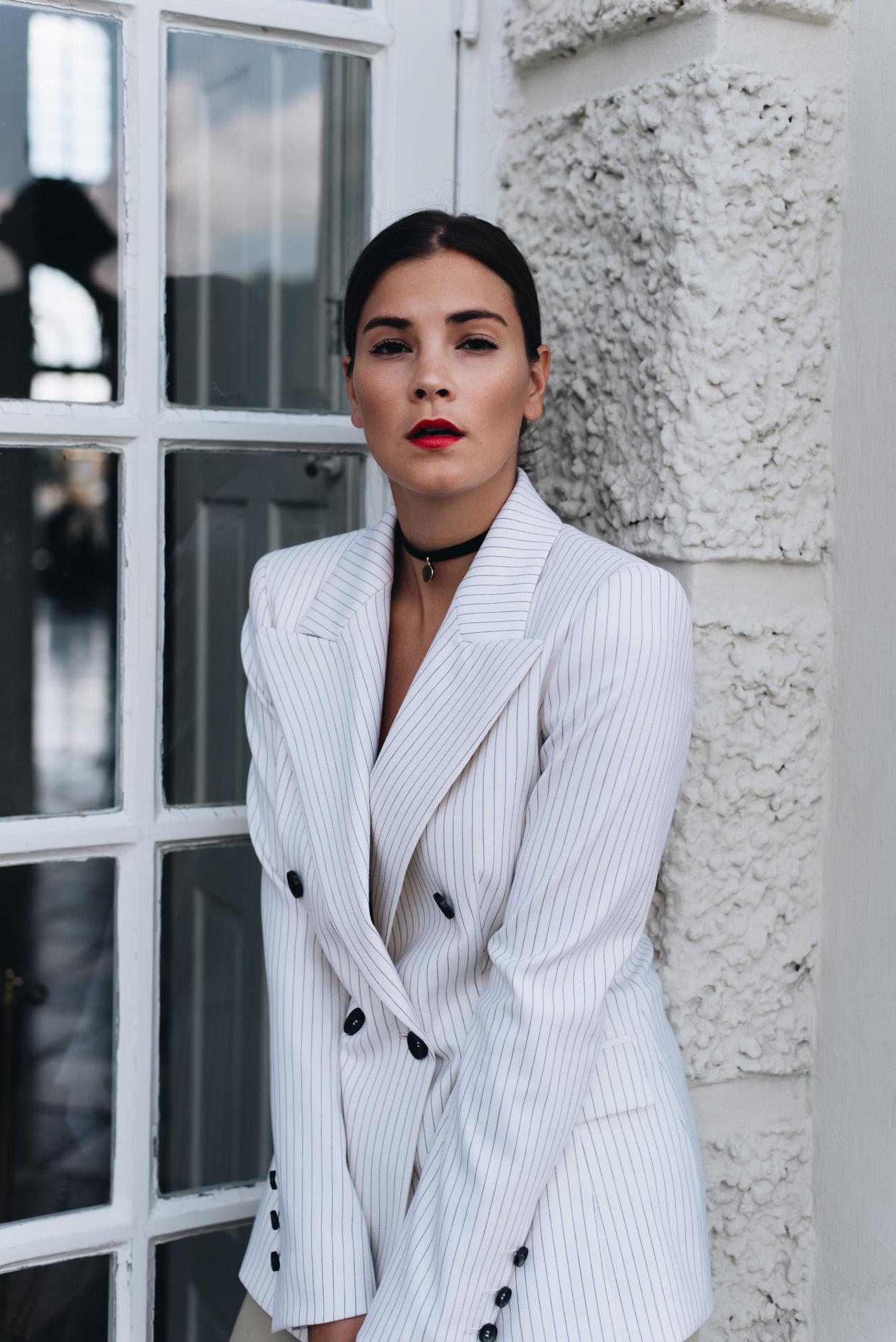 rote-lippen-im-alltag-tragen-nina-schwichtenberg-vollzeit-bloggerin-münchen-fashiioncarpet