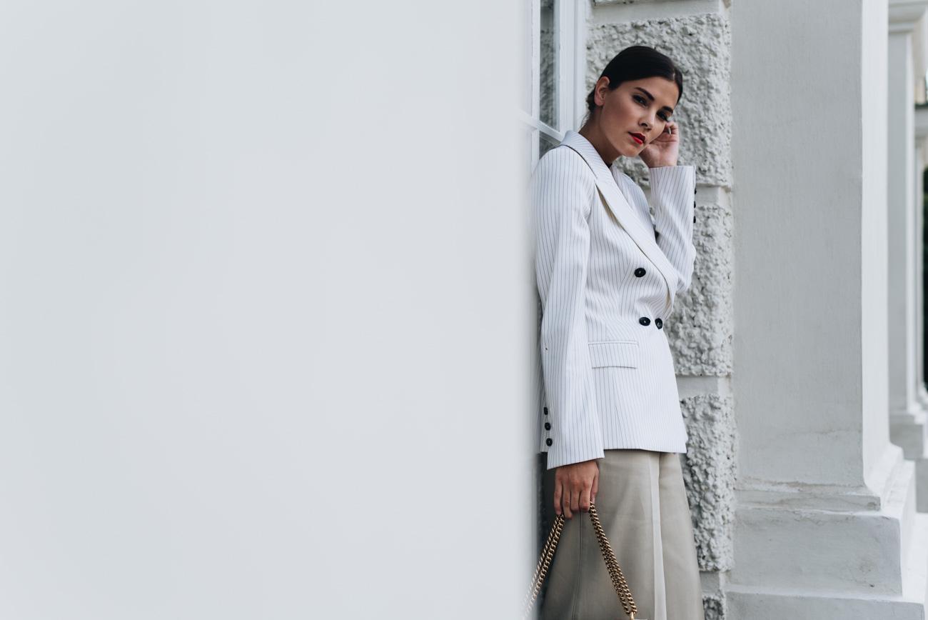 einen-blazer-im-alltag-kombinieren-styling-tipps-dopperlreiher-blazer-nina-schwichtenberg-fashiioncarpet