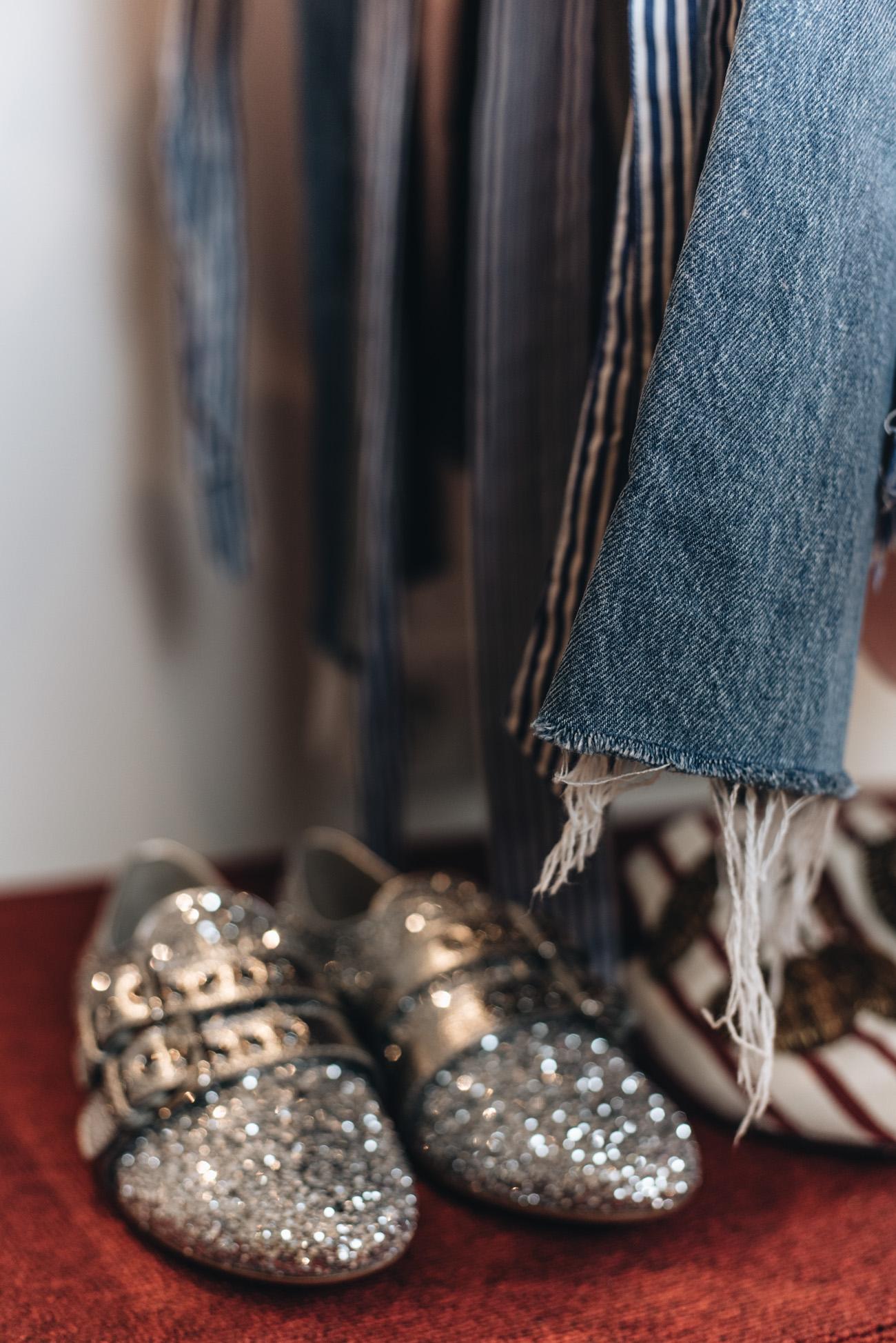 miu-miu-glitzer-schuhe-silber-balenciaga-ceinture-cut-out-boots-weiß-dolce-und-gabbana-rote-samt-high-heels-fashiioncarpet