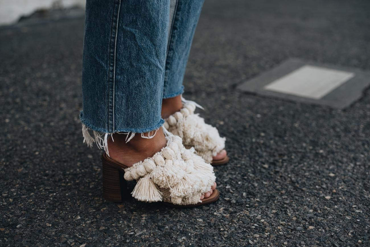 bommel-sandalen-pischel-details-zara-sandro-abby-bag-7-for-all-mankind-kiki-with-frayed-hem-denim-jeans-mit-fransen-nina-schwichtenberg-fashiioncarpet