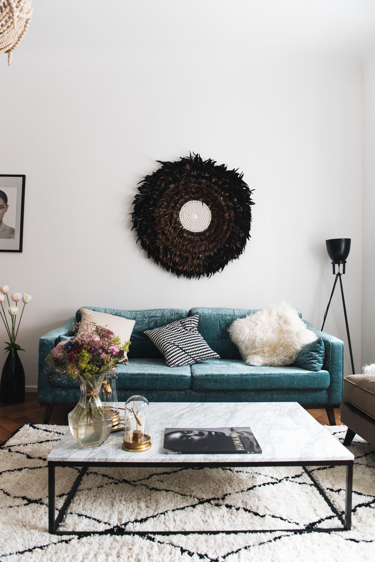 hocker-aus-samt-samtsofa-couch-mint-türkis-petrol-farbene-couch-nina-schwichtenberg-fashiioncarpet