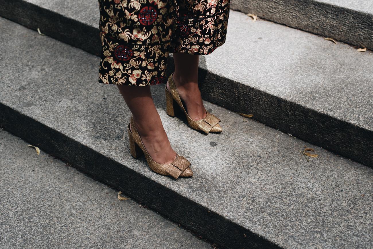 Goldene-glitzer-High-Heels-mit-Schleife-H&M-Sling-backs-fashiioncarpet-nina-schwichtenberg