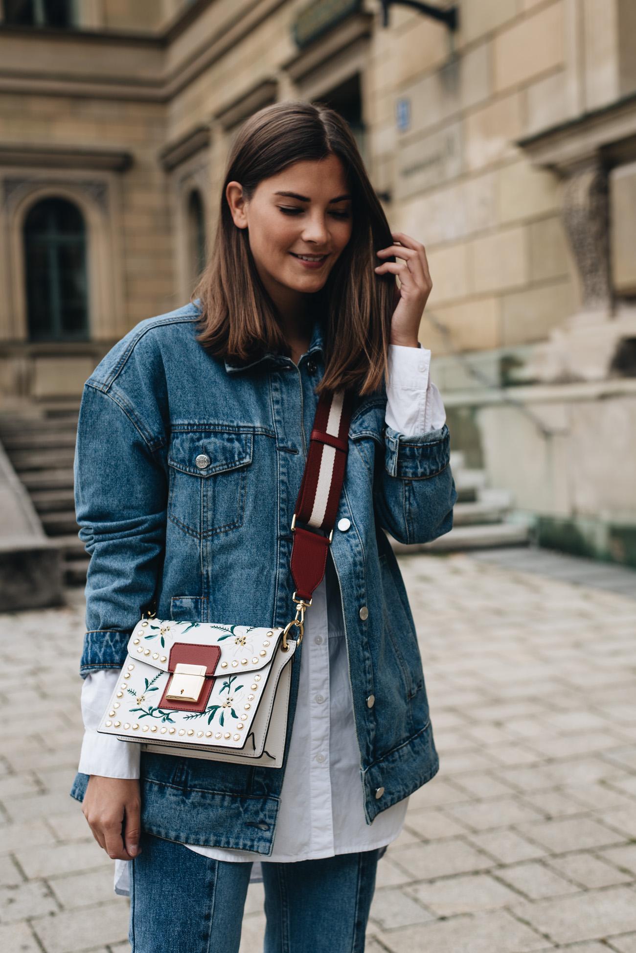 oversize-jeans-jacke-bally-grimoire-handtasche-blumen-muster-fashion-blogger-deutschland-nina-schwichtenberg-fashiioncarpet