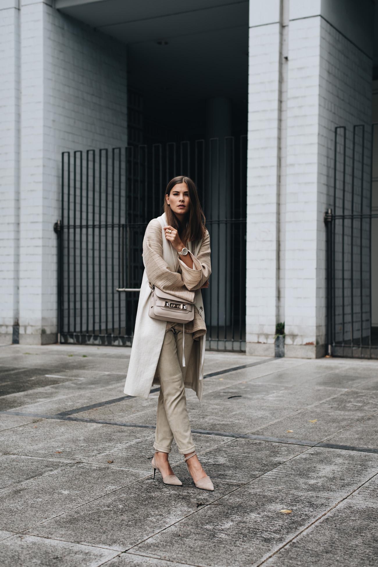 Color-blocking-trend-2017-mit-nude-und-beige-tönen-fashiioncarpet-nina-schwichtenberg