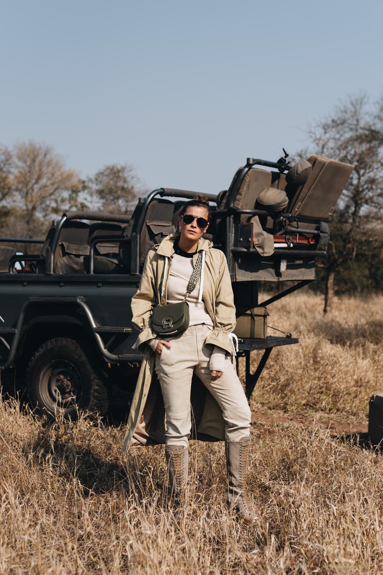 Fashion-und-Beauty-Influencer-outfit-styling-für-eine-safari-in-afrika-münchen-Deutschland-Nina-schwichtenberg