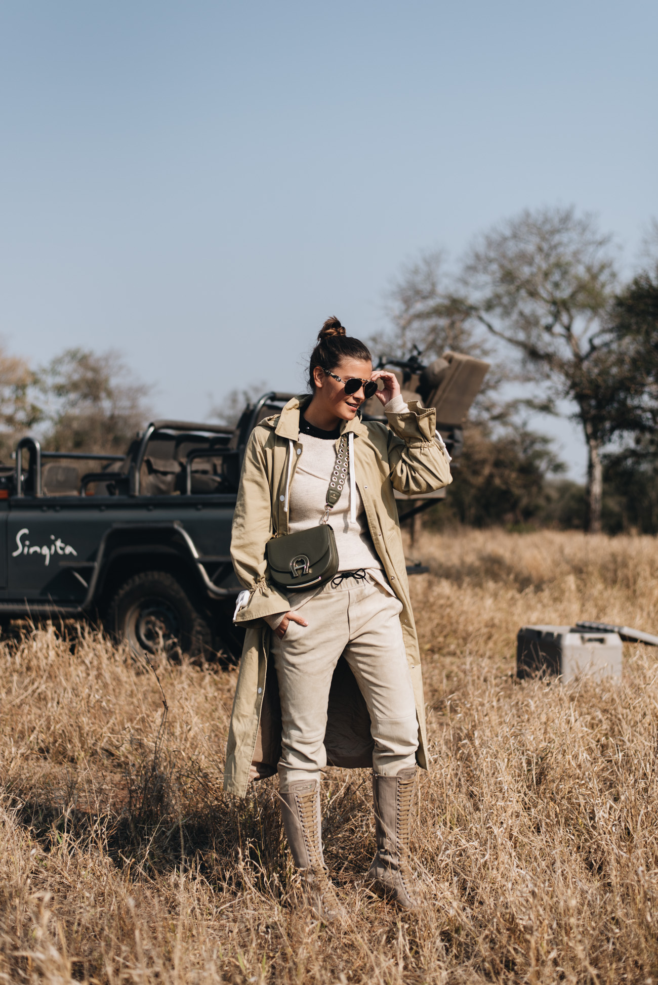 Fashion-Editorial-Shooting-safari-Busch-südafrika-singize-lodges-fashiioncarpet-nina-schwichtenberg