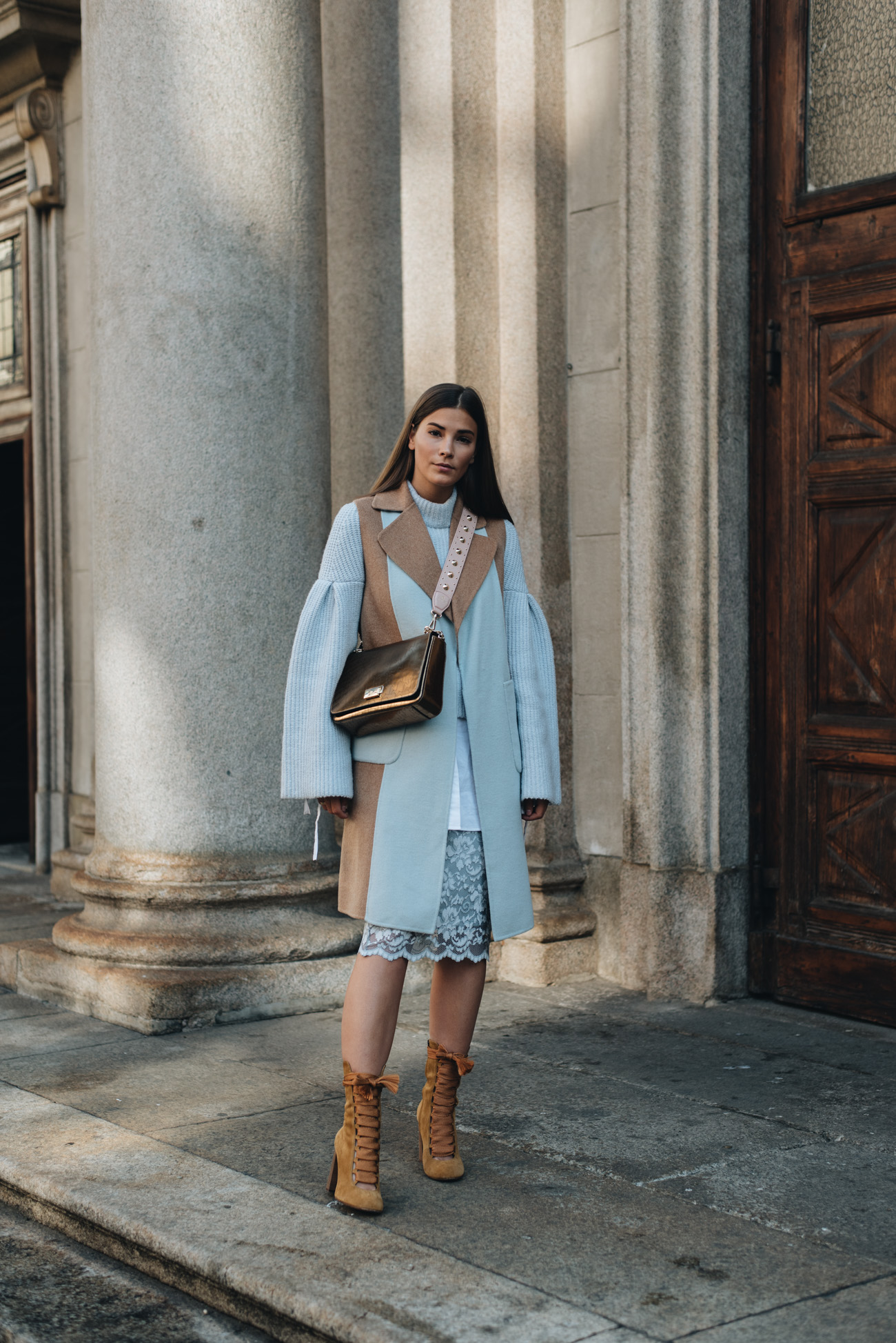 fashion-editorial-shooting-blogger-mailand-architektur-streetstyle-high-fashion-outdoor-fashiioncarpet-nina-schwichtenberg