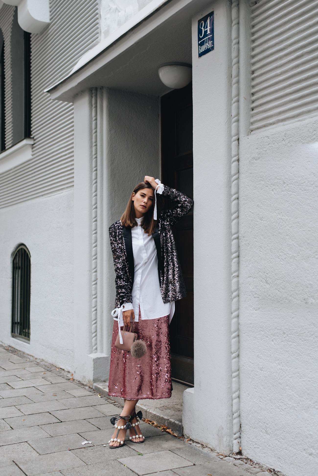 pinker-pailletten-rock-midi-perlen-sandalen-layering-look-fashiioncarpet-nina-schwichtenberg