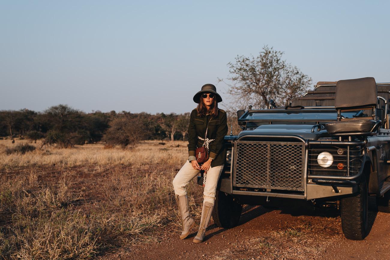 fashion-editorial-shooting-im-busch-safari-wildnis-krüger-nationalpark-fashiioncarpet-nina-schwichtenberg