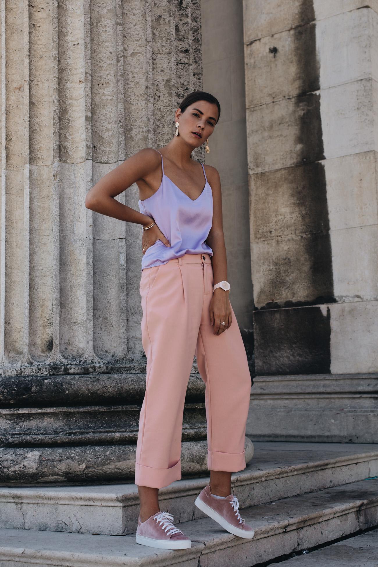 rosa-culotte-hose-damen-kombinieren-samt-sneaker-amber-be-fashiioncarpet-nina-schwichtenberg