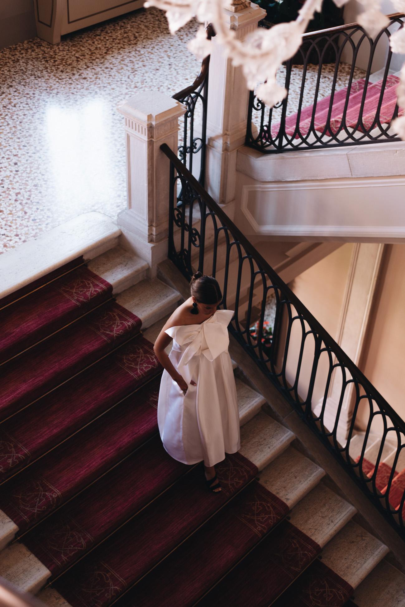 Talbot-Runhof-Midikleid-Norwell1-nina-schwichtenberg-fashion-editorial-shooting-hotel-kempinski-venice-fashiioncarpet