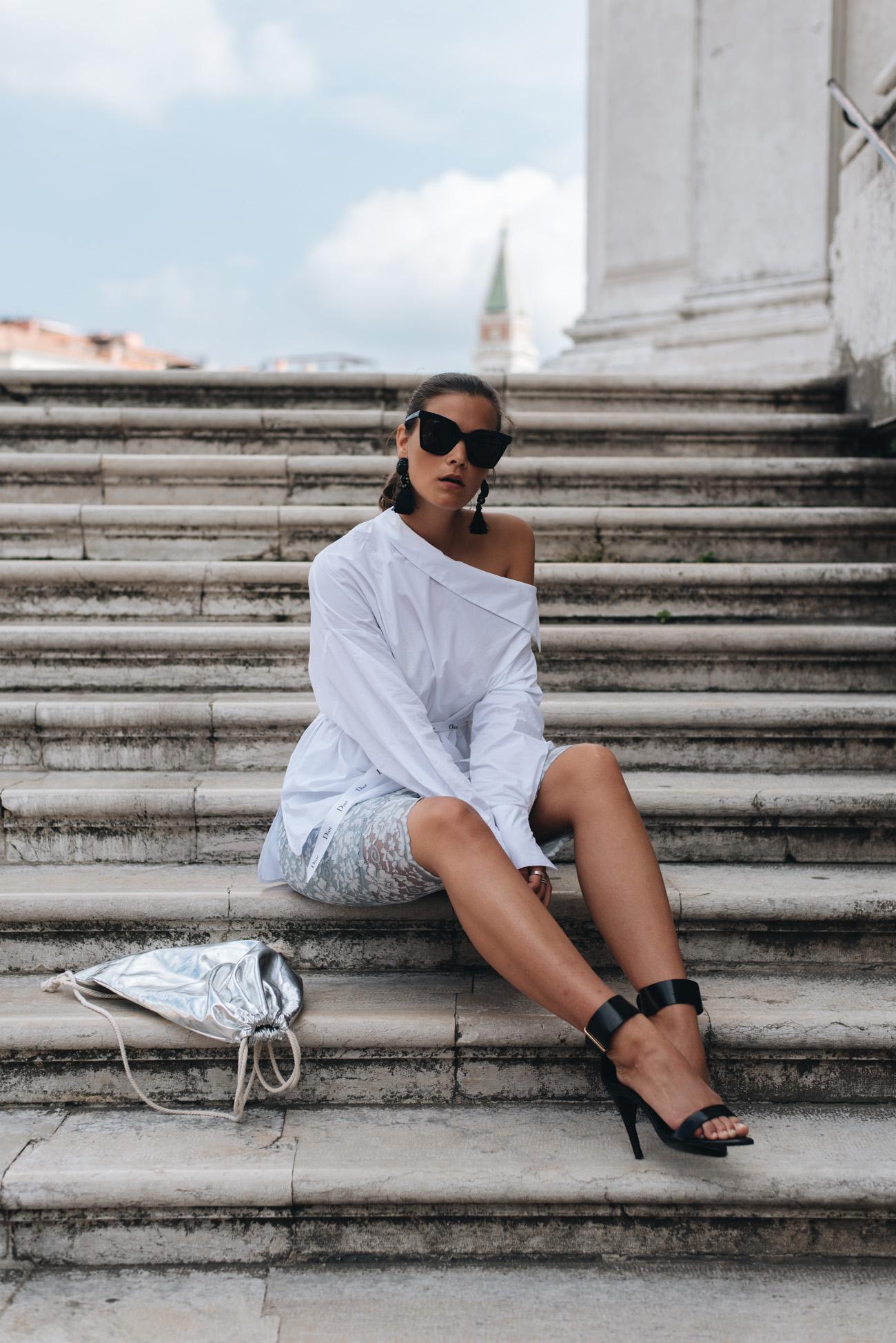 silberner-turnbeutel-trend-sportliche-handtasche-fashiioncarpet-nina-schwichtenberg