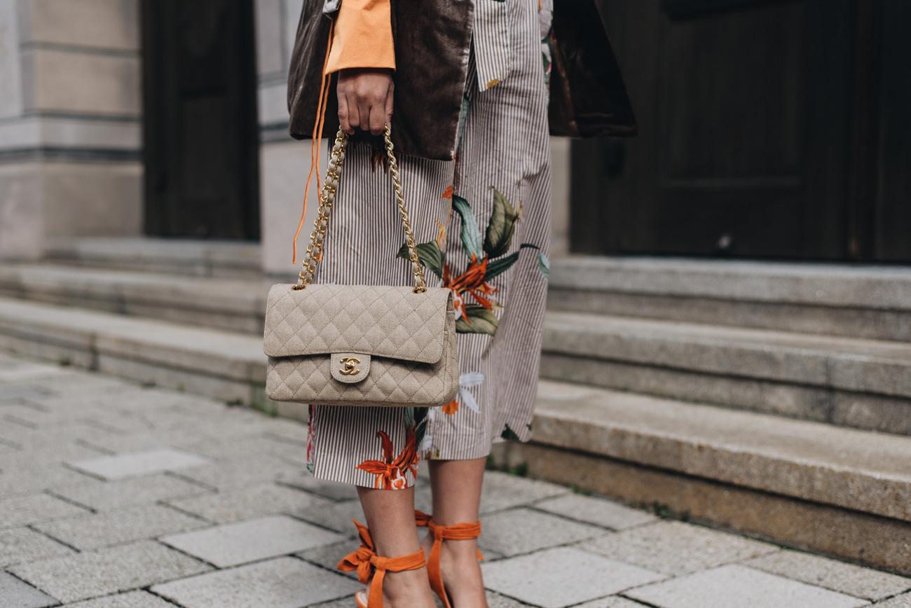 Chanel-Timeless-Stoff-Canvas- Handtaschen-beige-braun-vintage-second-hand-nina-schwichtenberg-fashiioncarpet