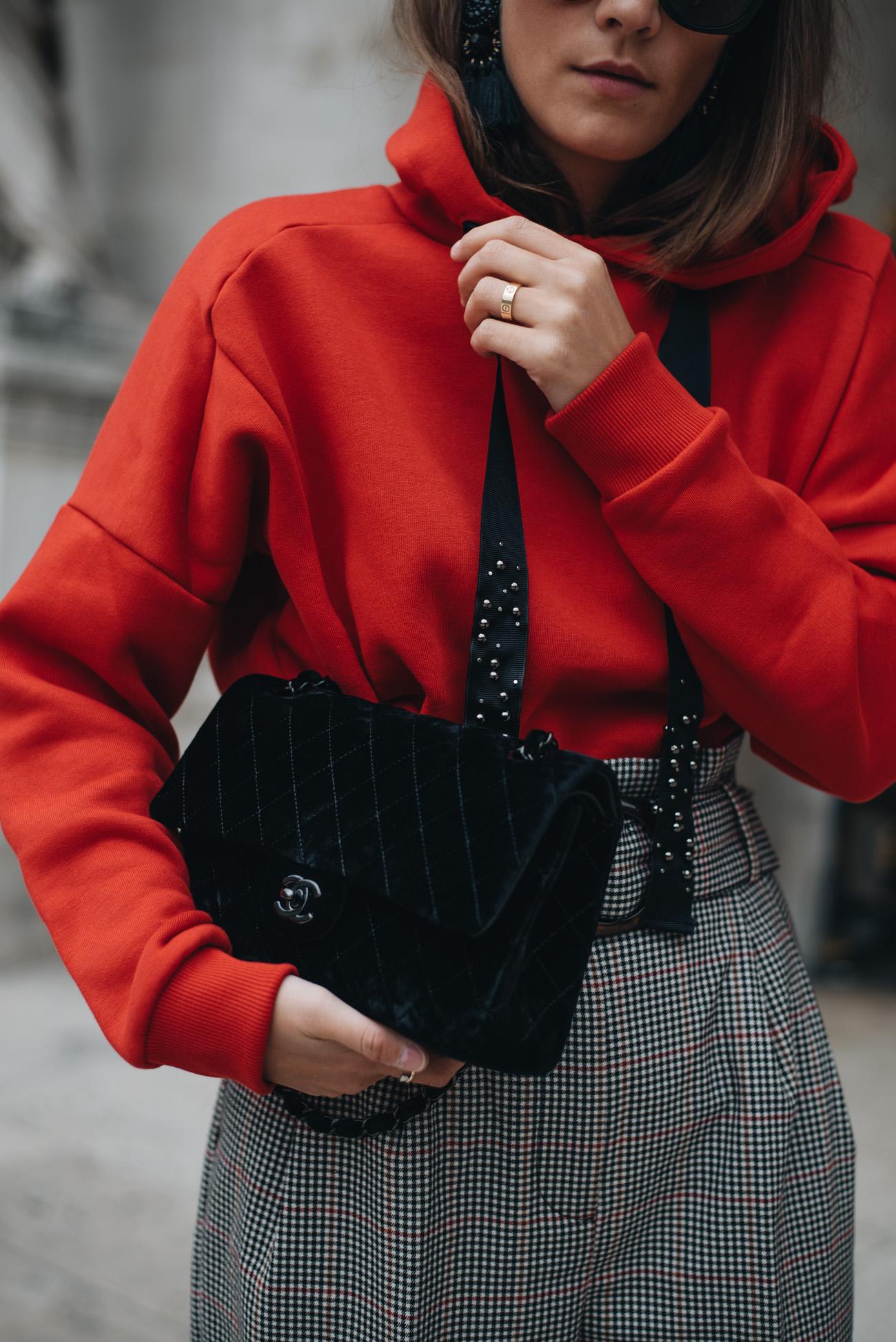 Chanel-Timeless-2.55-taschen-klassiker-schwarz-samt-silberne-hardware-gebraucht-vintage-kaufen-fashiioncarpet-nina-schwichtenberg