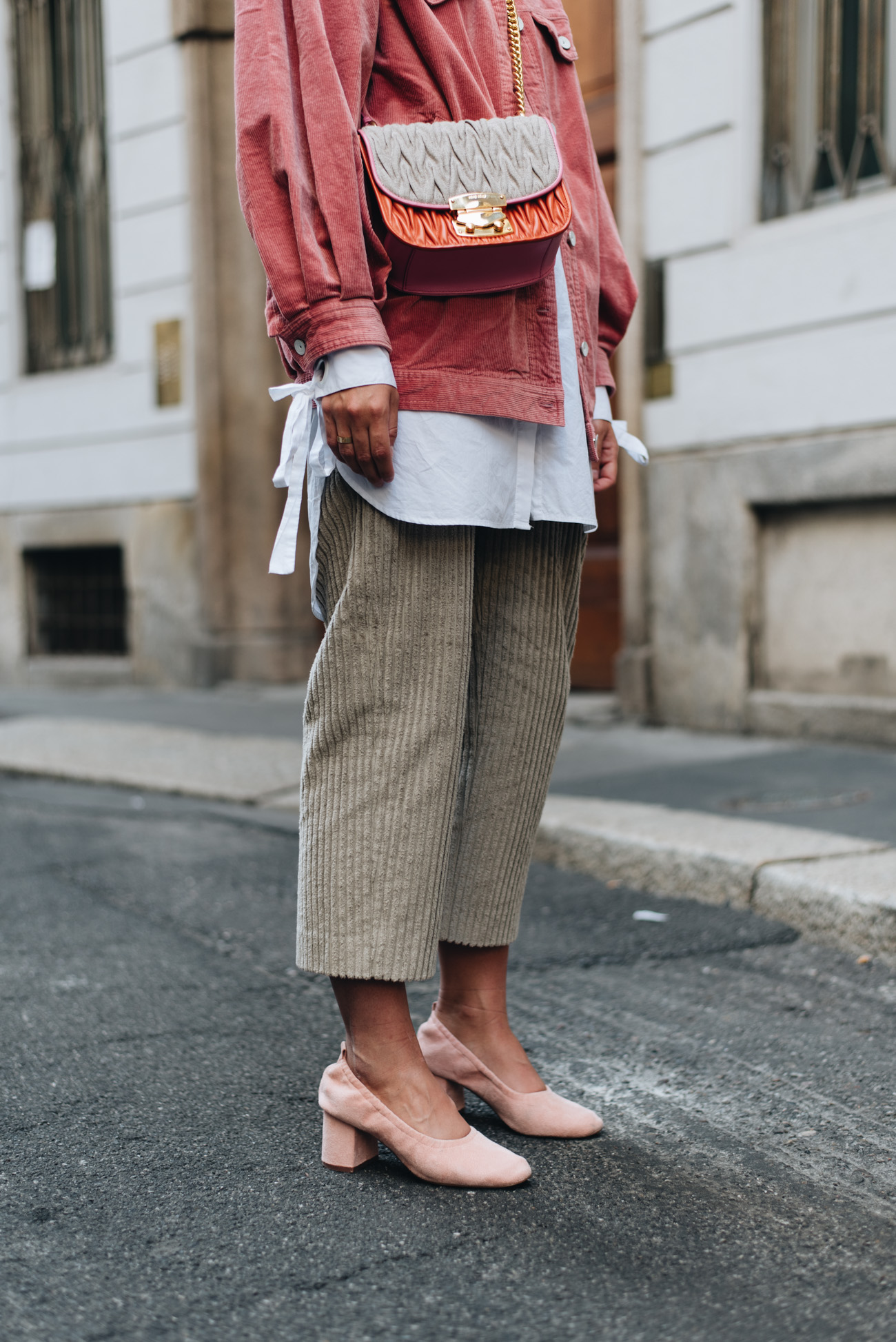 Streetstyle-layering-look-herbst-winter-mode-trends-2017-cord-material-fashiioncarpet-nina-schwichtenberg