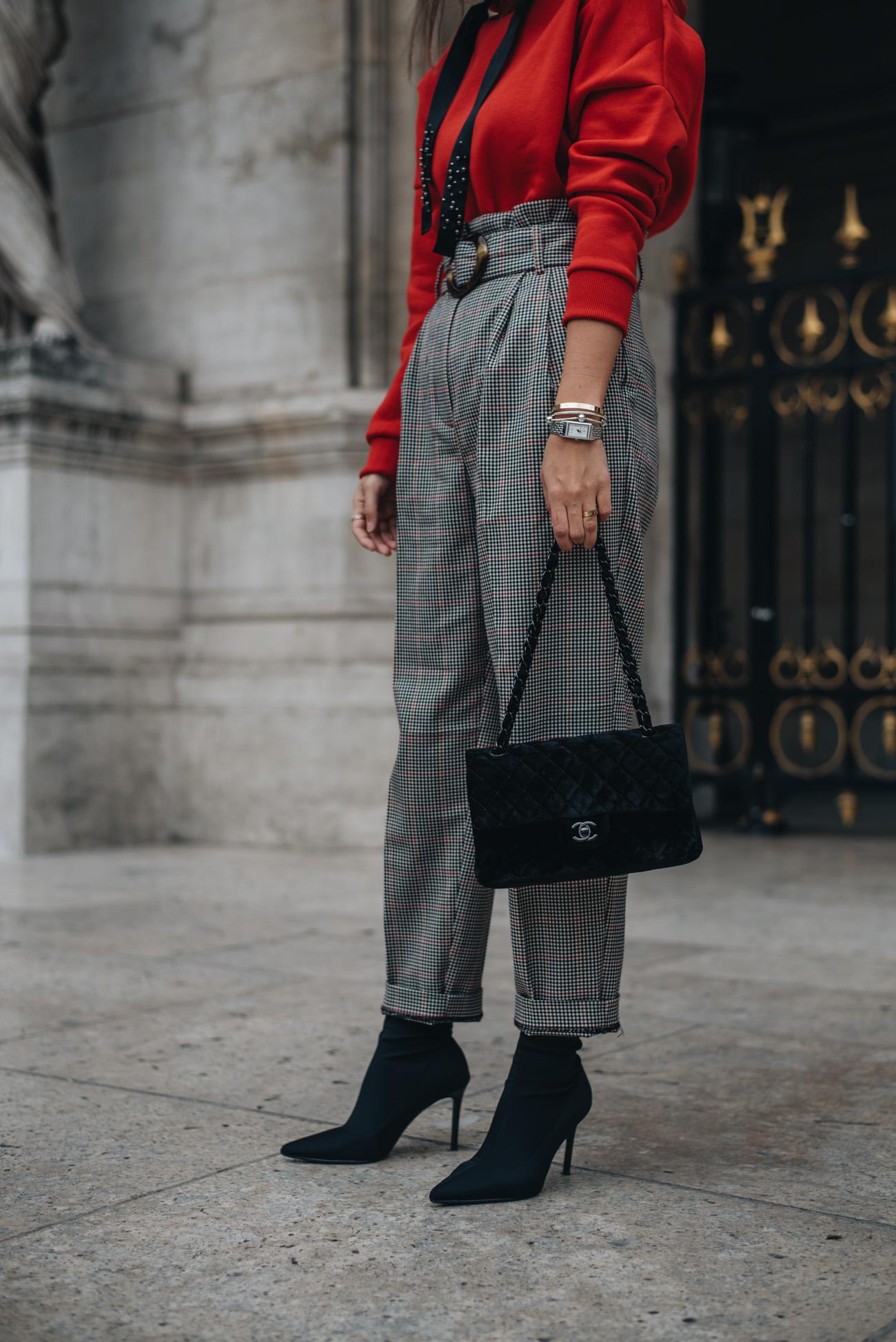 Chanel-Timeless-Handtasche-schwarz-samt-material-dunkle-hardware-taschen-klassiker-gebaucht-second-hand-gekauft-fashiioncarpet-fashiioncarpet