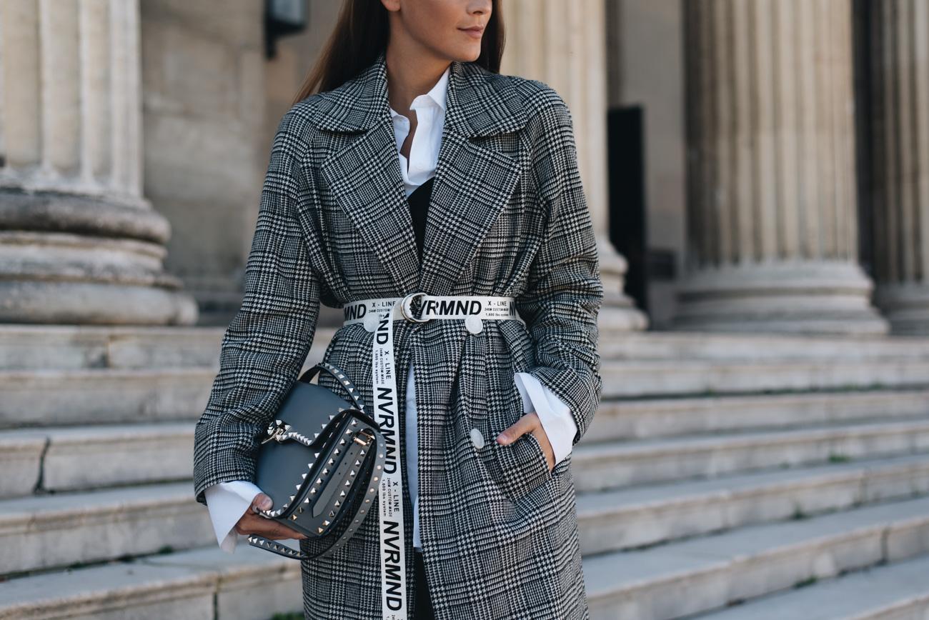 Valentino-Garavani-Rockstud-Shoulder-Bag-grau-blau-fashion-blogger-deutschland-nina-schwichtenberg-fashiioncarpet