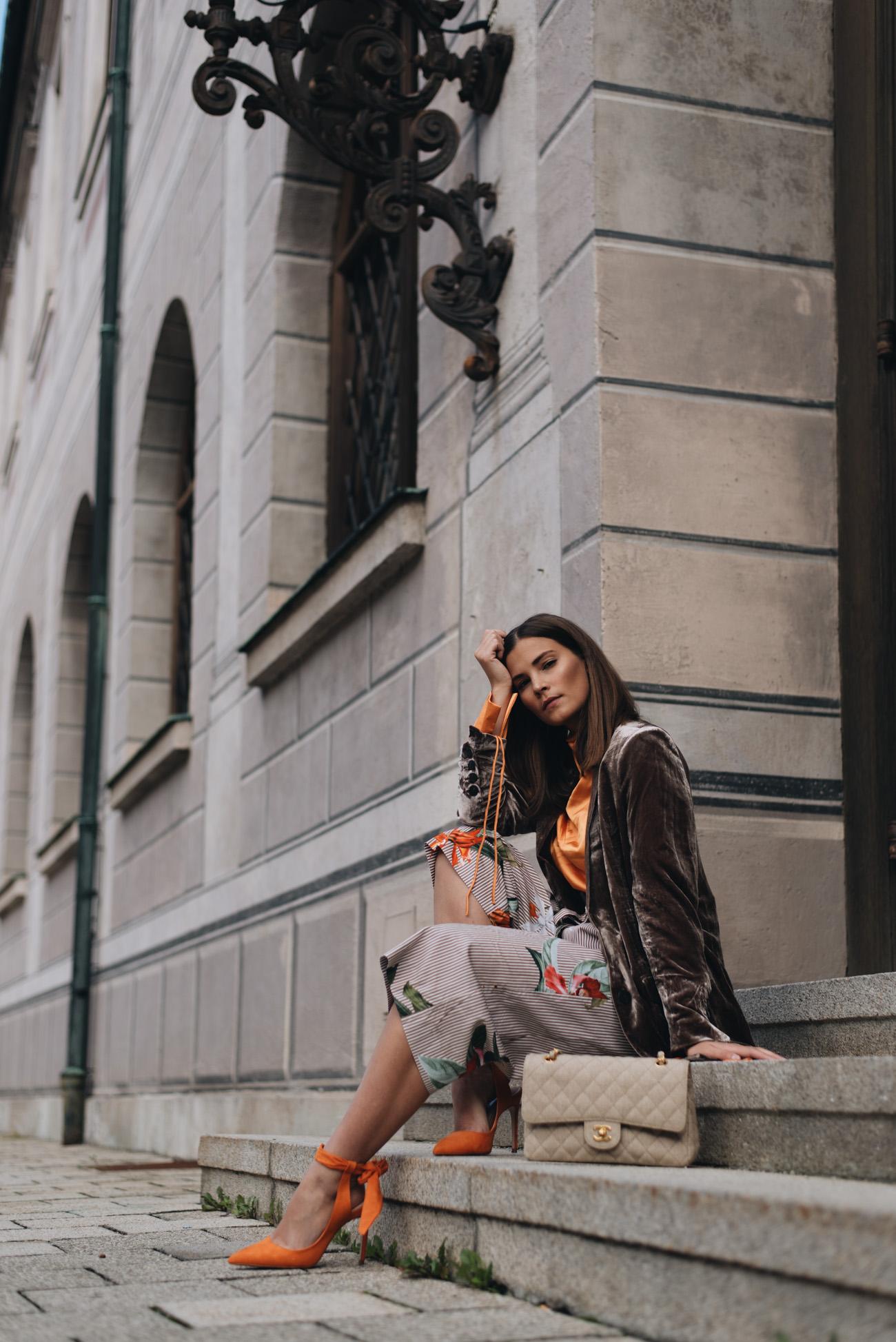 Chanel-Timeless-Canvas-Stoff-Beige-Hellbraun-vintage-second-hand-kaufen-fashiioncarpet-nina-schwichtenberg