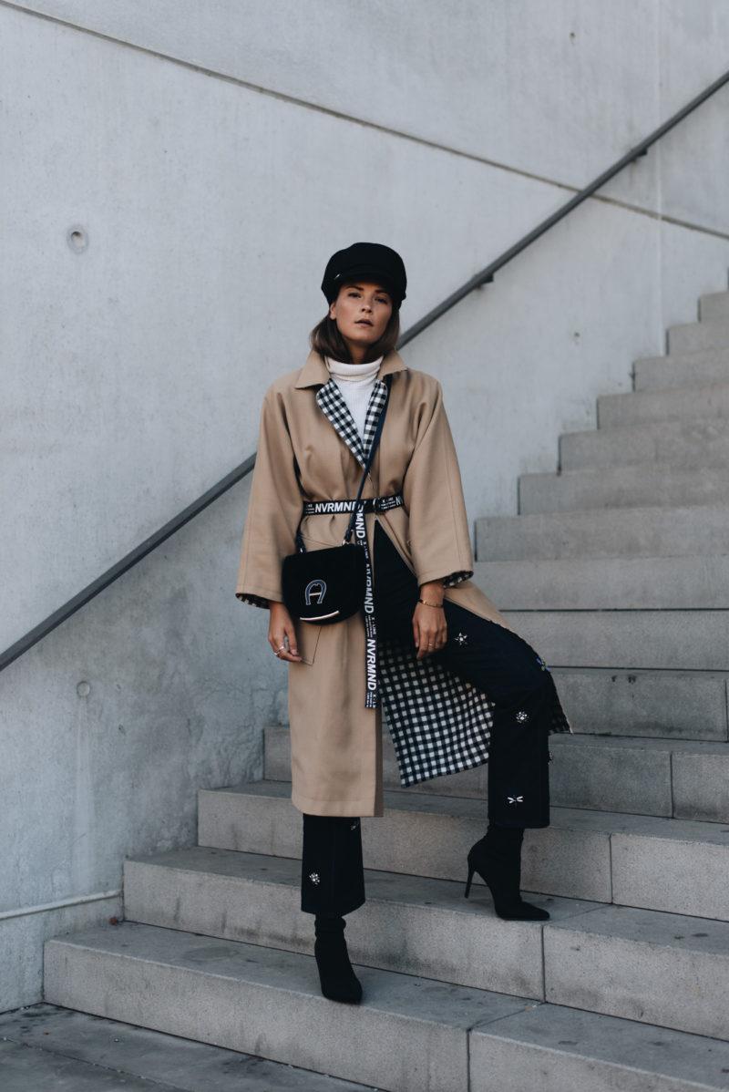 Outfit Trenchcoat Mit Slogan G Rtel Baker Boy M Tze Sock Boots