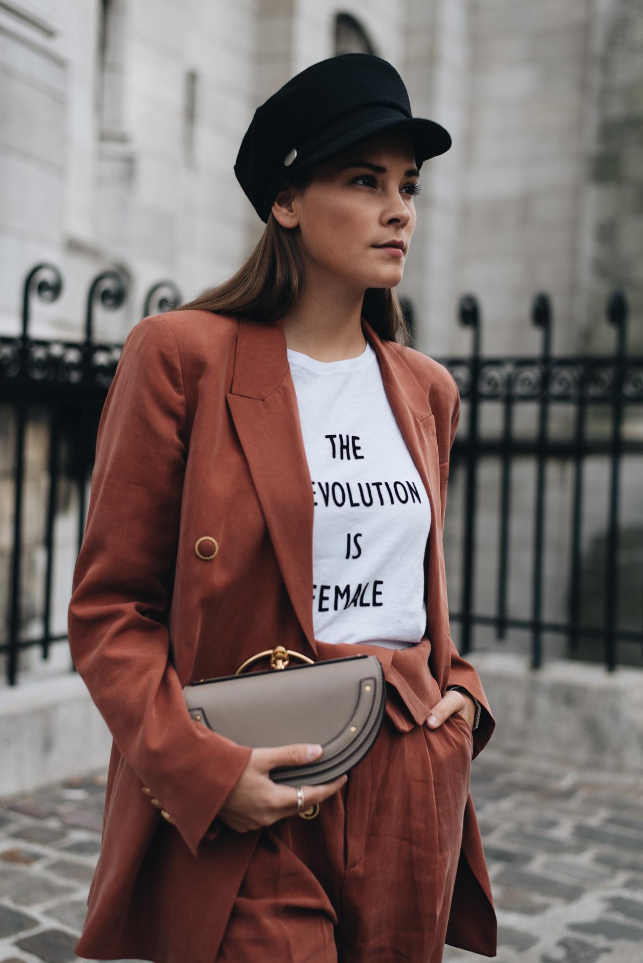 Fashion-trends-2017-streetstyle-chloé-nile-bag-tasche-stretch-stoff-turnschuhe-sneaker-bloggerin-nina-schwichtenberg-fashiioncarpet