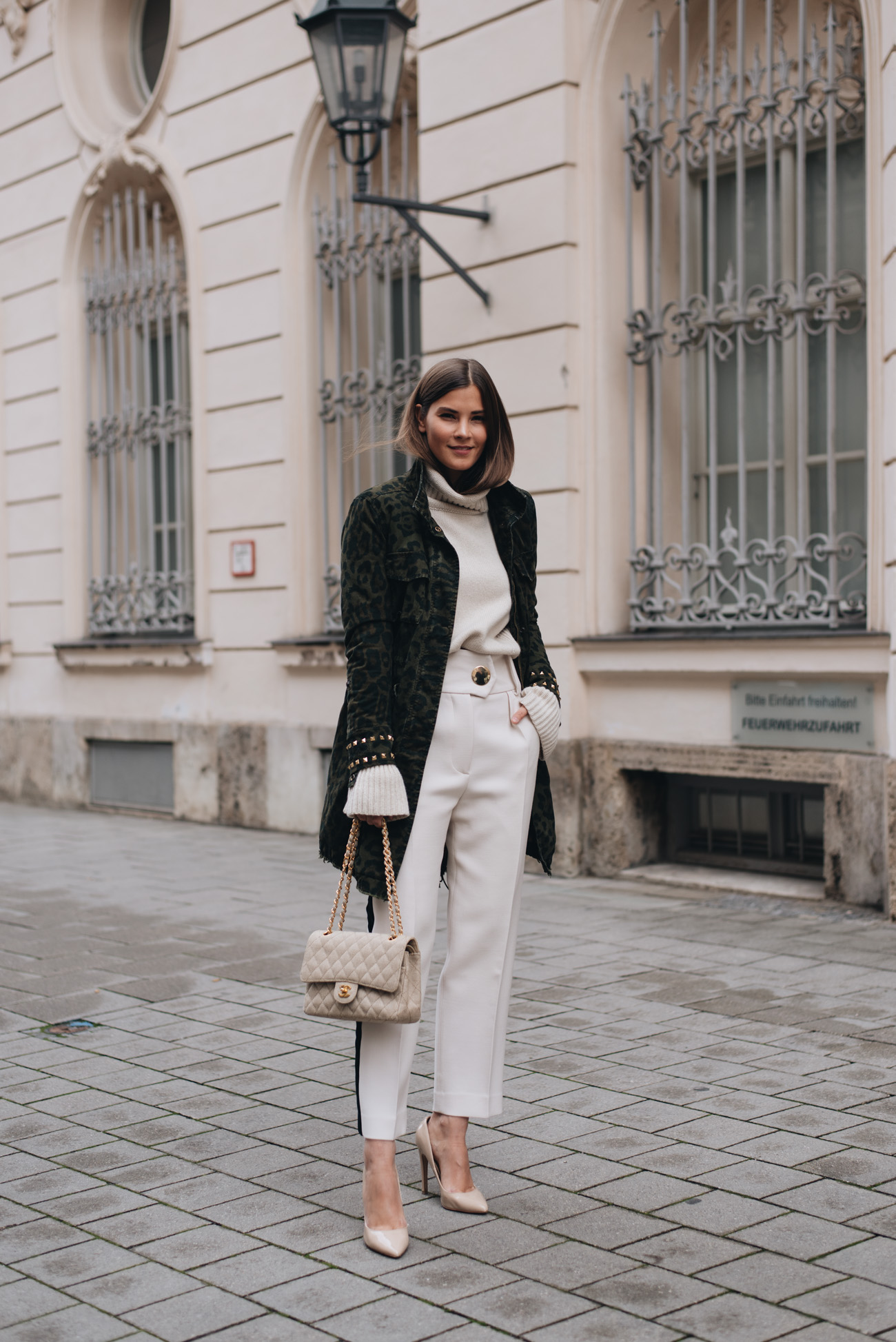 Chanel-Vintage-Timeless-Canvas-Tasche-Beige-Gebraucht-nude-pumps-nina-schwichtenberg-fashiioncarpet