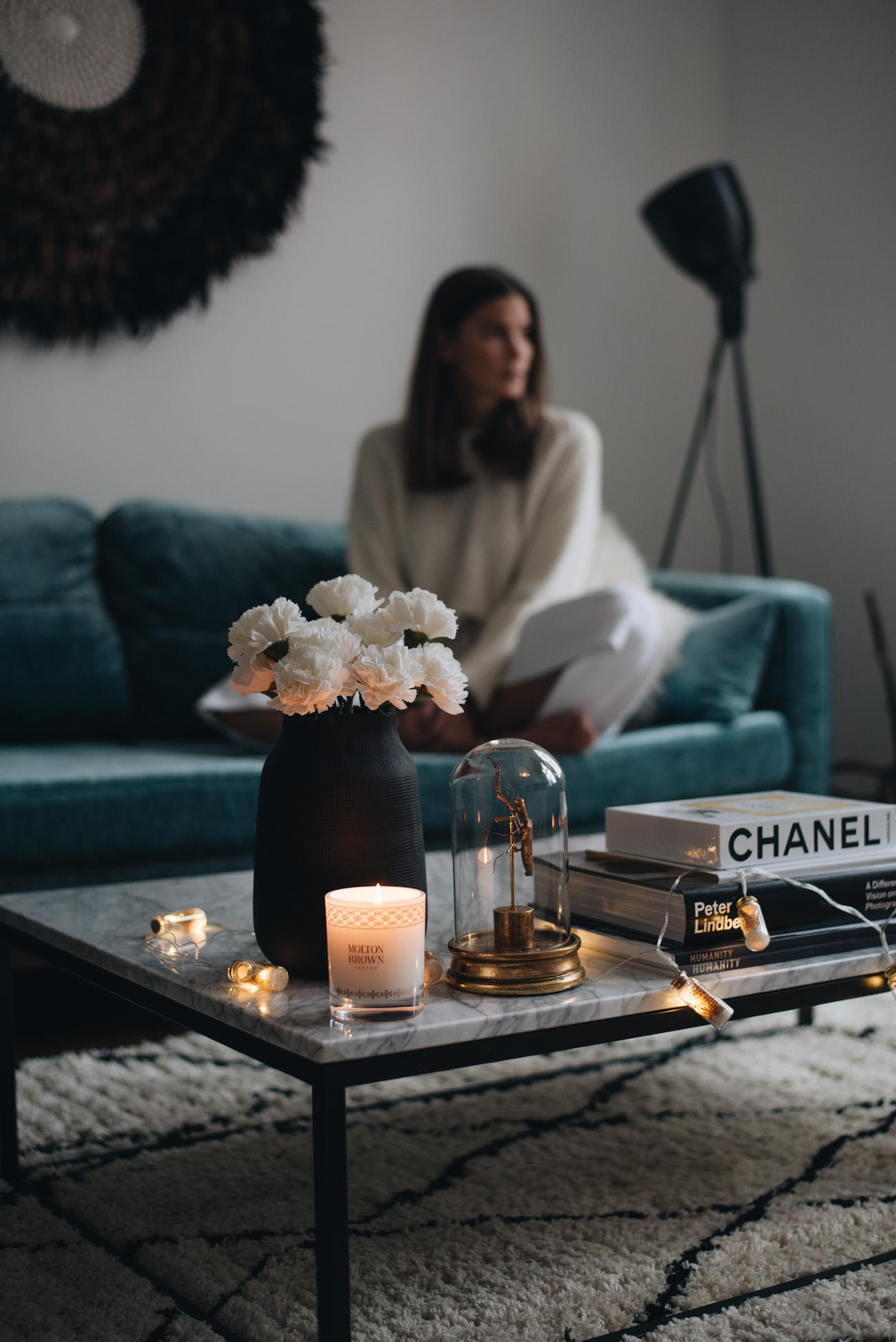 Fashiioncarpet-wohnung-einrichtung-wihnzimmer-interior-sofa-couch-ecke-nina-schwichtenberg
