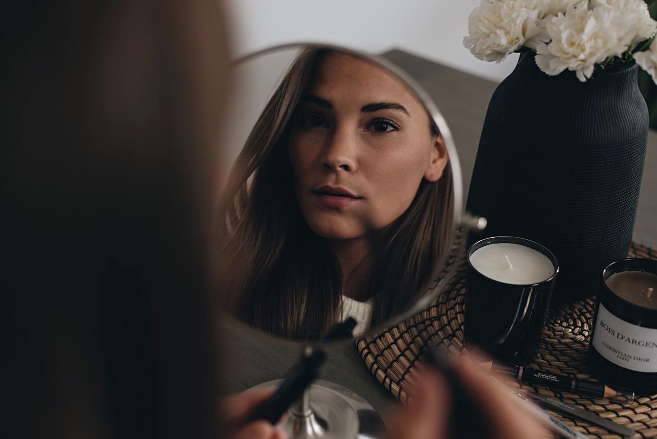 nina-schwichtenberg-beauty-und-fashion-bloggerin-fashiioncarpet-beauty-tipps-tricks-augenbrauen-pflegen-zupfen-trends-2017