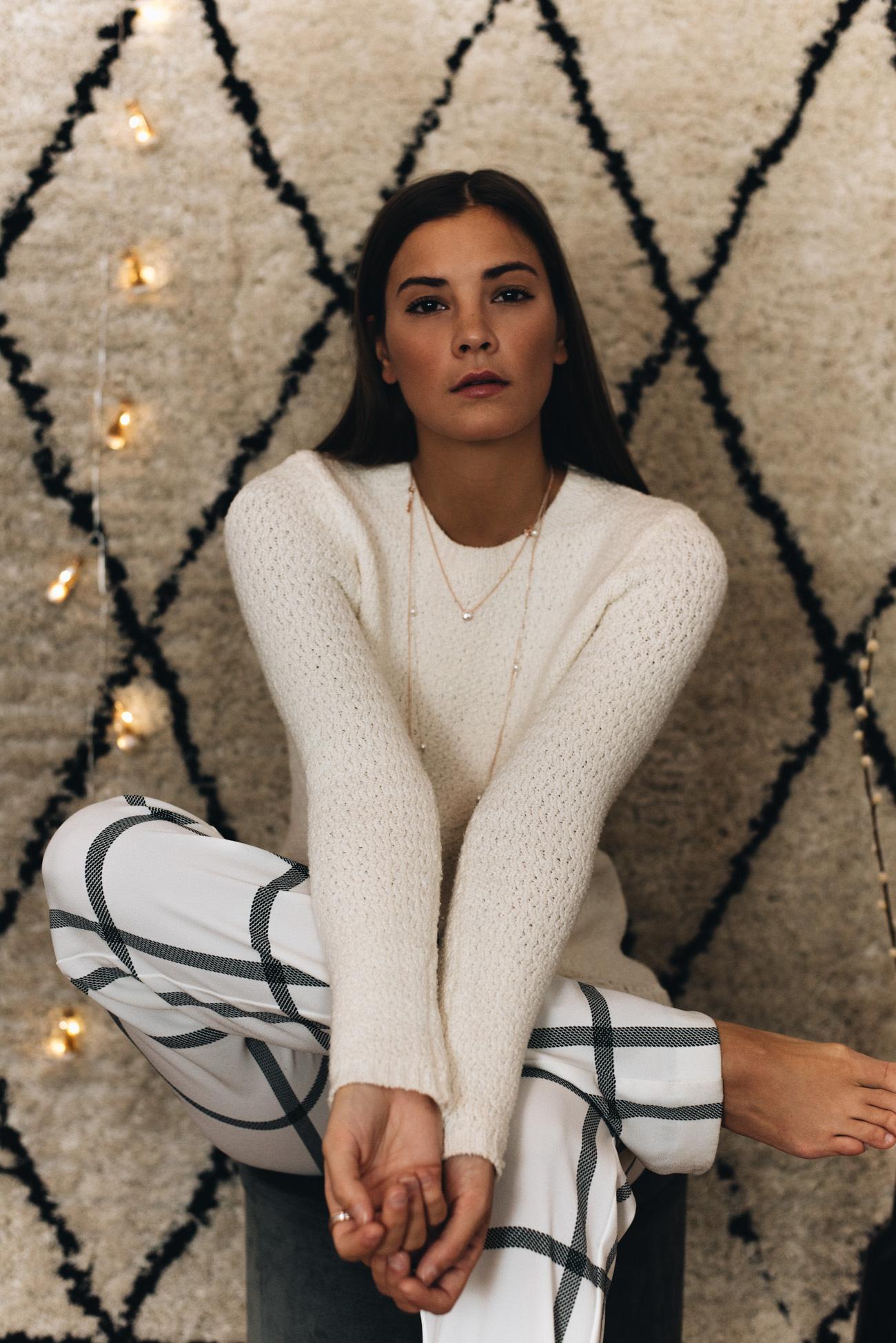 Ketten-Layering-schmuck-trends-2017-weihnachts-kampagne-pandora-geschenke-guide-fashiioncarpet-nina-schwichtenberg