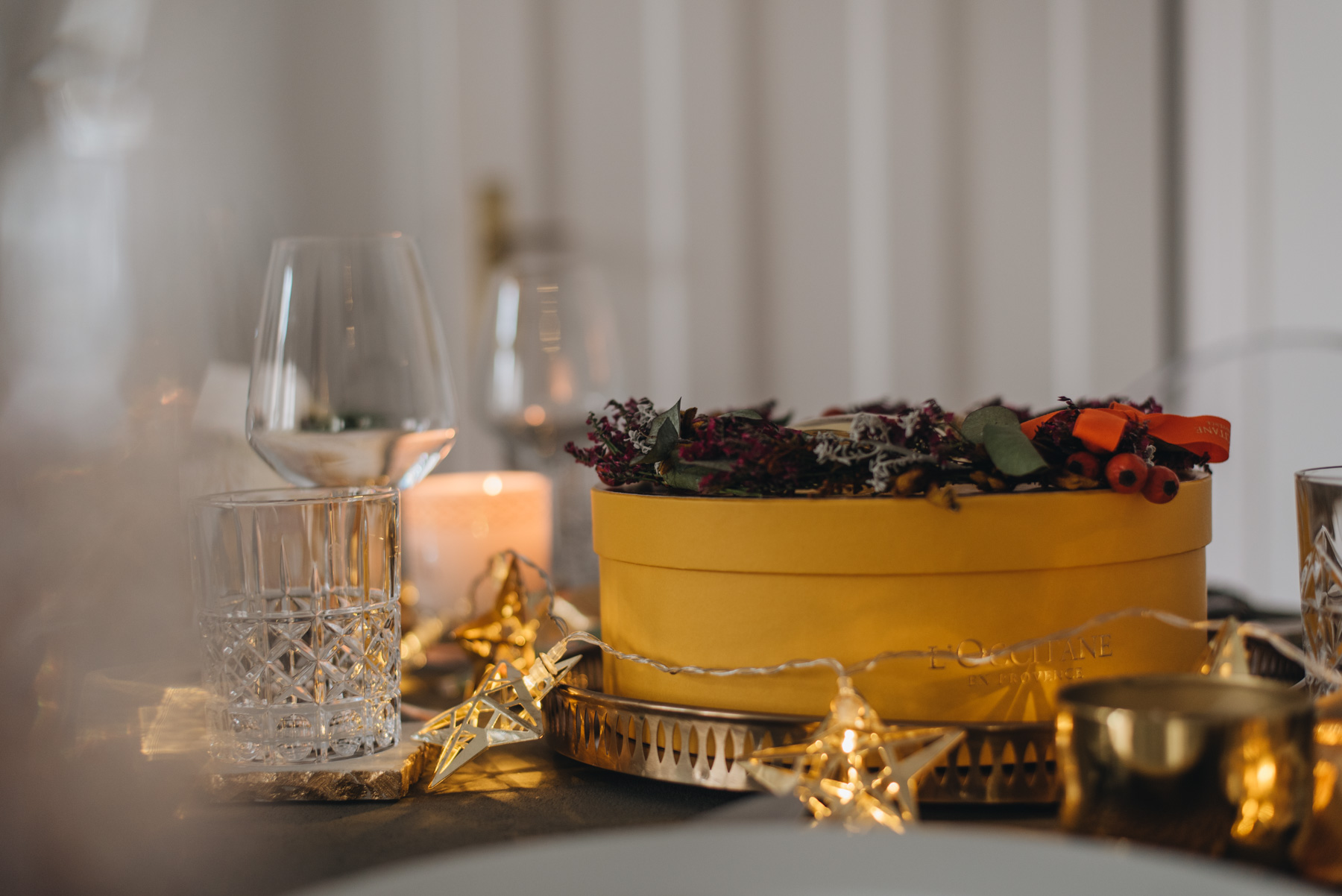 festliche-klassische-tischdeko-weihnachten--fashiioncarpet-nina-schwichtenberg