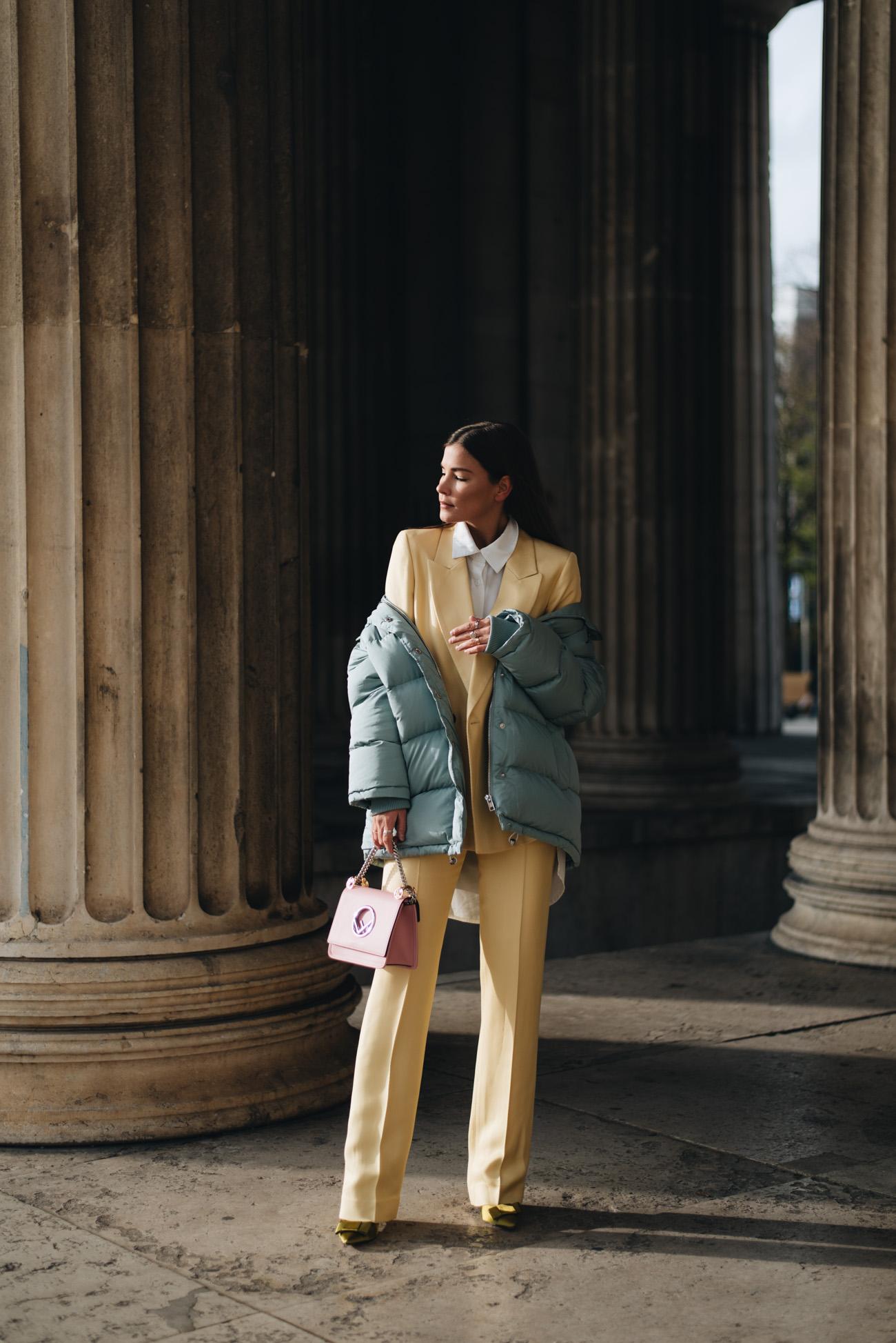 Hosenanzug-im-Alltrag-tragen-modisch-styling-tipps-Fashionblogger-fashion-blog-deutschland-münchen-fashiioncarpet-nina-schwichtenberg.