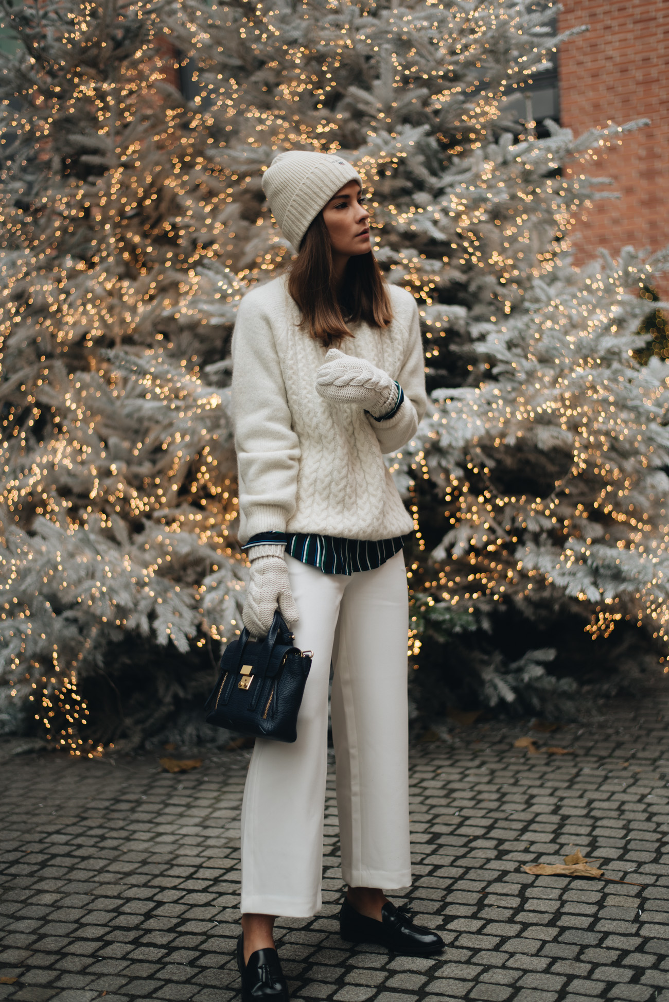 Weihnachts-Foto-shooting-Fashion-Modeshooting-weihnachtsbaum-tanne-münchen-innenstadt-streetstyle-blogger-nina-schwichtenberg-fashiioncarpet