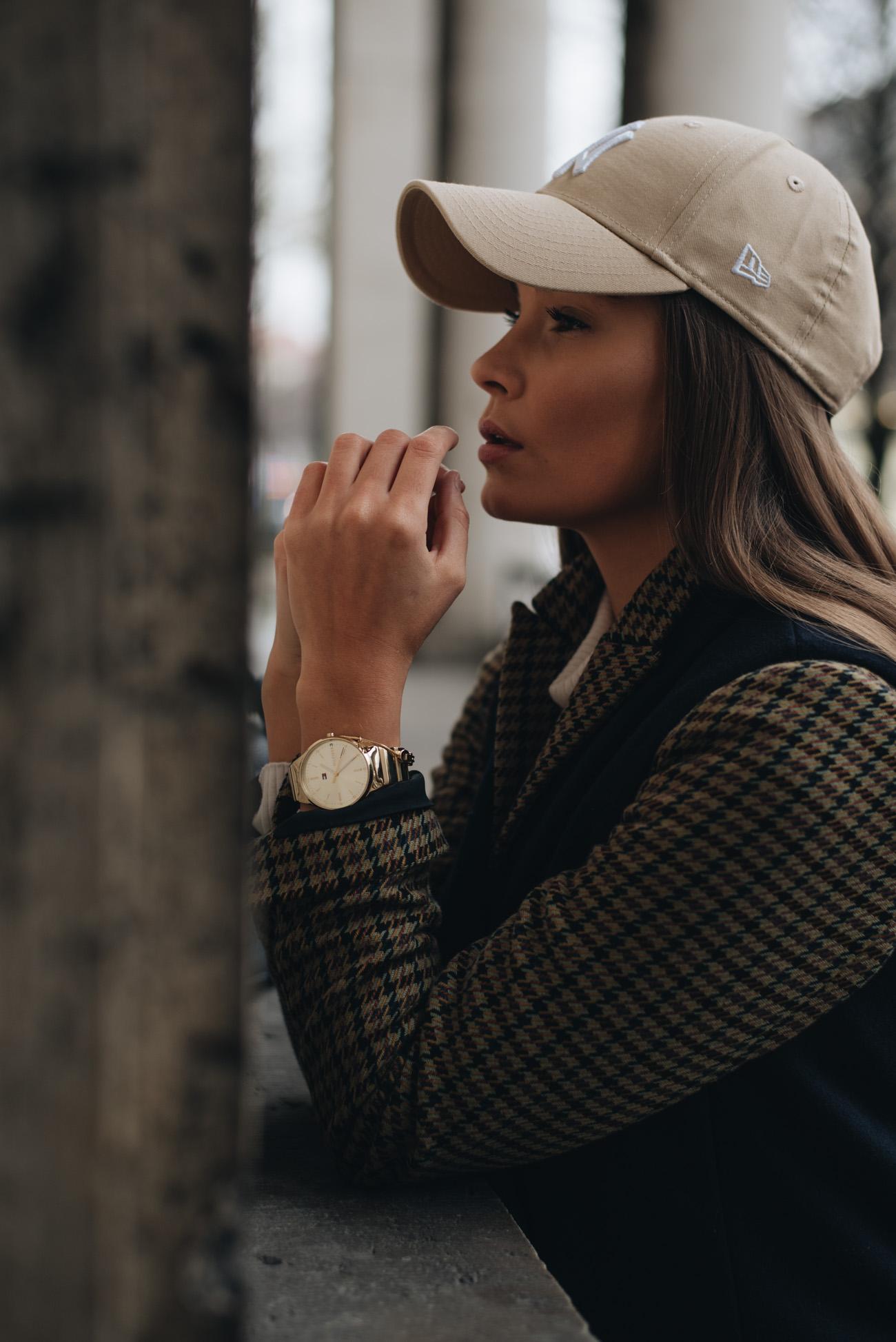 Nina-Schwichtenberg-mode-und-beauty-bloggerin-deutschland-münchen-fashiioncarpet-New-Era-Cap-Mützen-Trends-2018-Blazer-Oversize