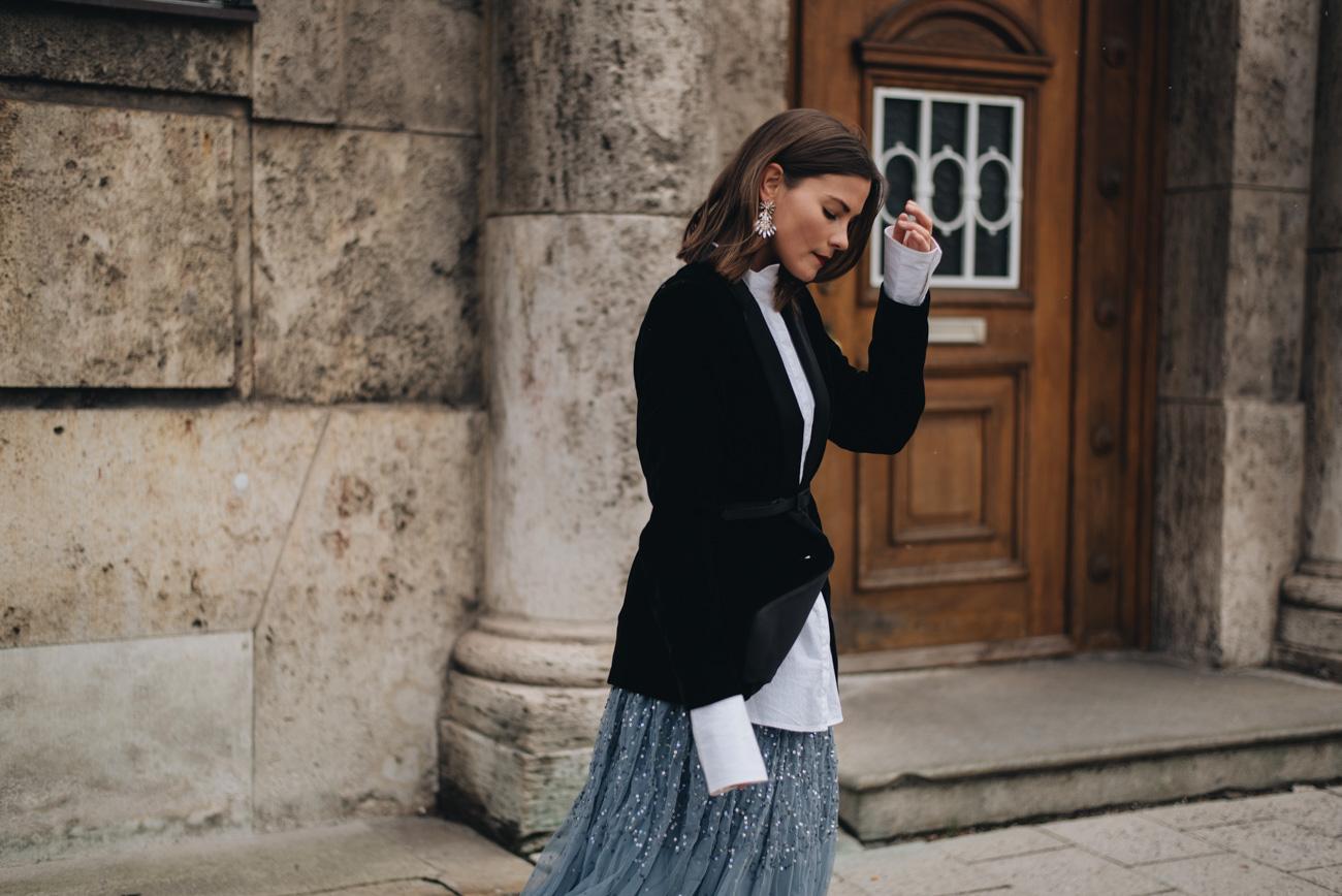 perfektes-silvester-outfit-glitzer-party-2017-blauer-Tüllrock-Glitzer-roter-lippenstift-nina-schwichtenberg-fashiioncarpet