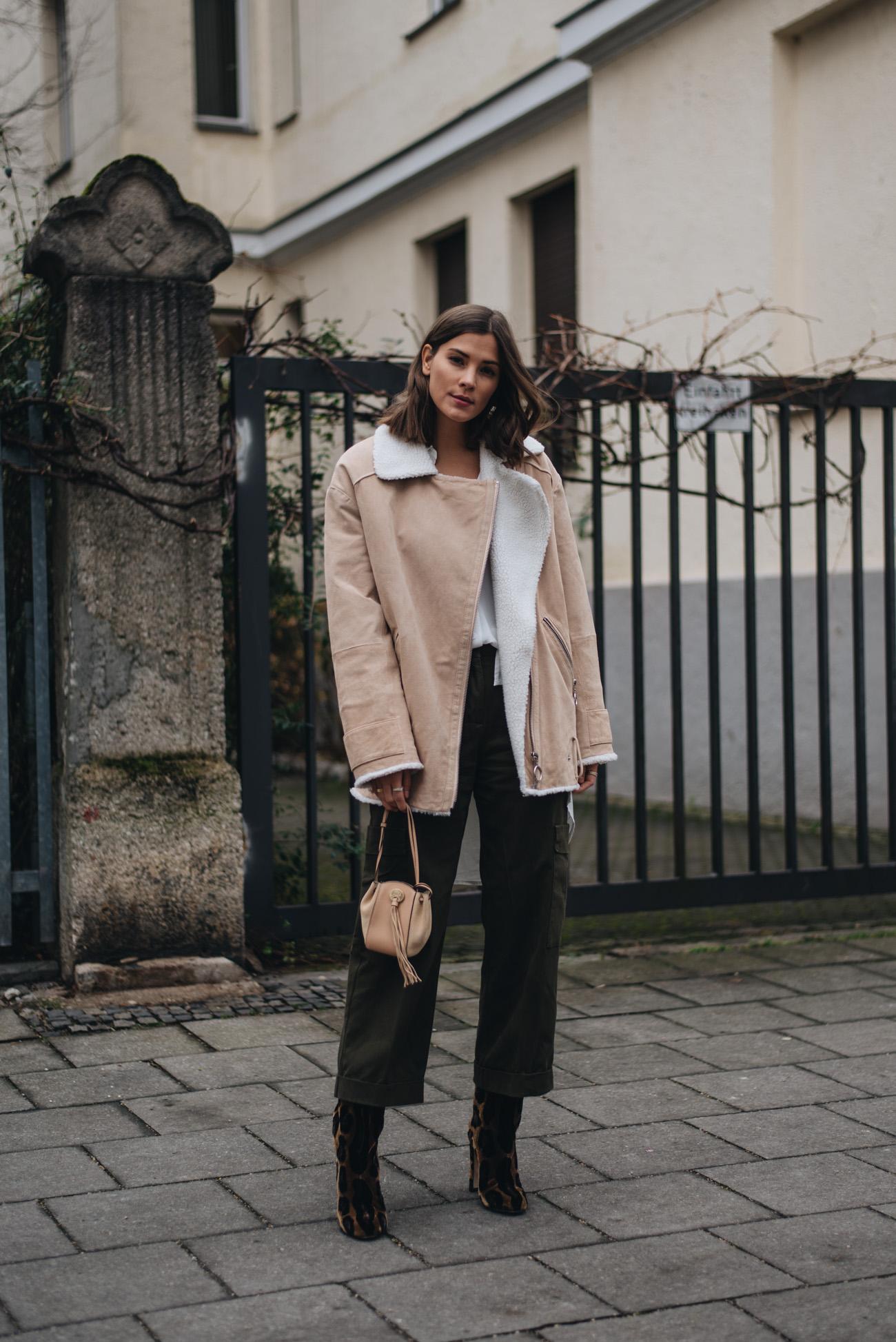 mode-bloggerin-nina-schwichtenberg-mode-trends-herbst-winter-2017-Snwoboard-Outfit-Kleidung-Damen-modisch-stylish-figurbetont-fashiioncarpet
