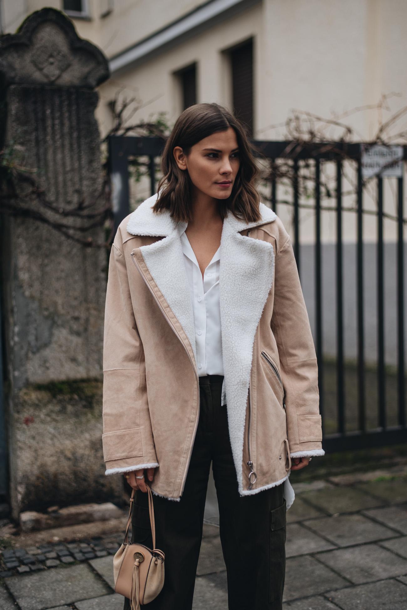 frisuren-trends-2018-kurze-haare-clavi-cut-braune-haare-frisur-fashion-bloggerin-deutschland-münchen-nina-schwichtenberg-fashiioncarpet