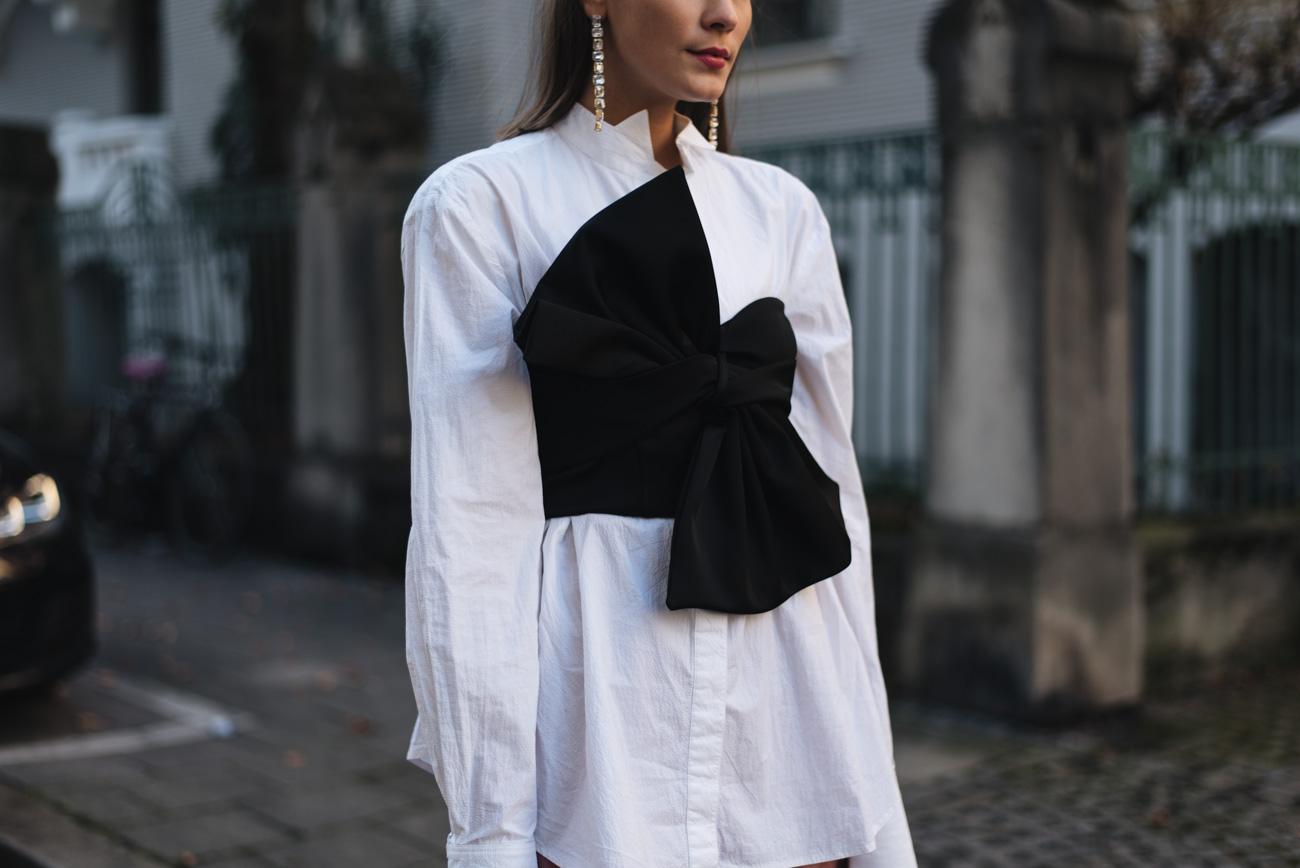 Silvester-Outfit-2017-Inspiration-schhwarz-weiß-Corsage-Nina-Schwichtenberg-mode-und-beauty-bloggerin-deutschland-münchen-fashiioncarpet-styling-tipps-cap-mützen
