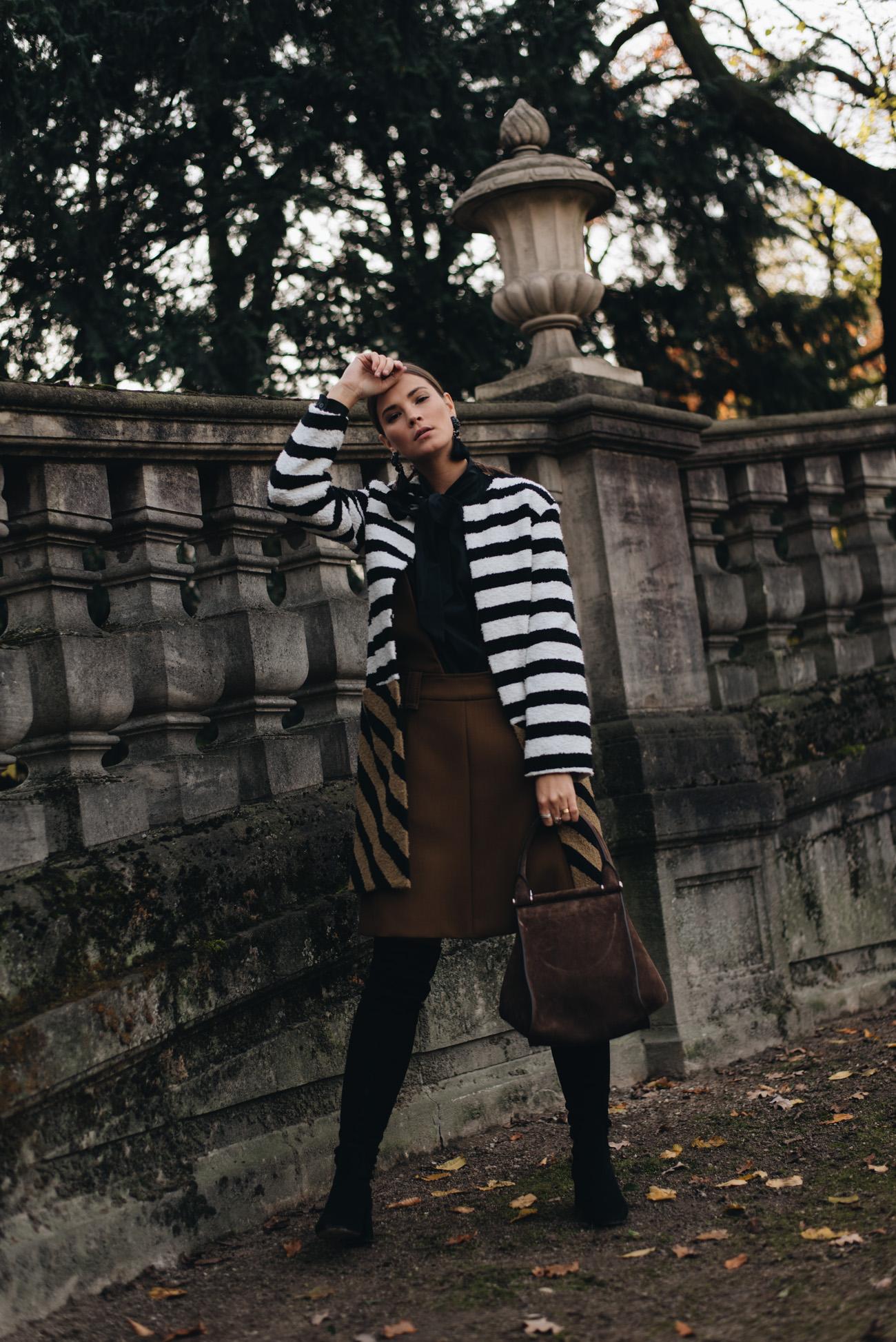Nina-Schwichtenberg-mode-und-beauty-bloggerin-deutschland-münchen-fashiioncarpet-festlicher-silvester-look-2017-mit-mantel-bluse-max-mara
